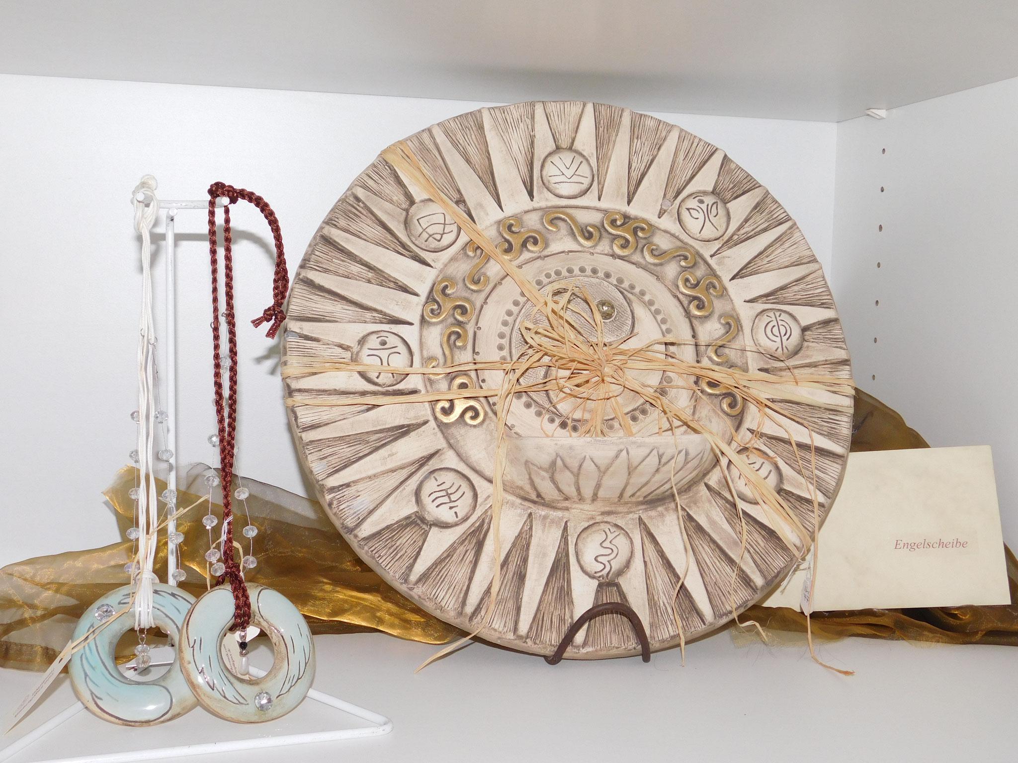 Handgefertigte Engelscheibe aus Keramik