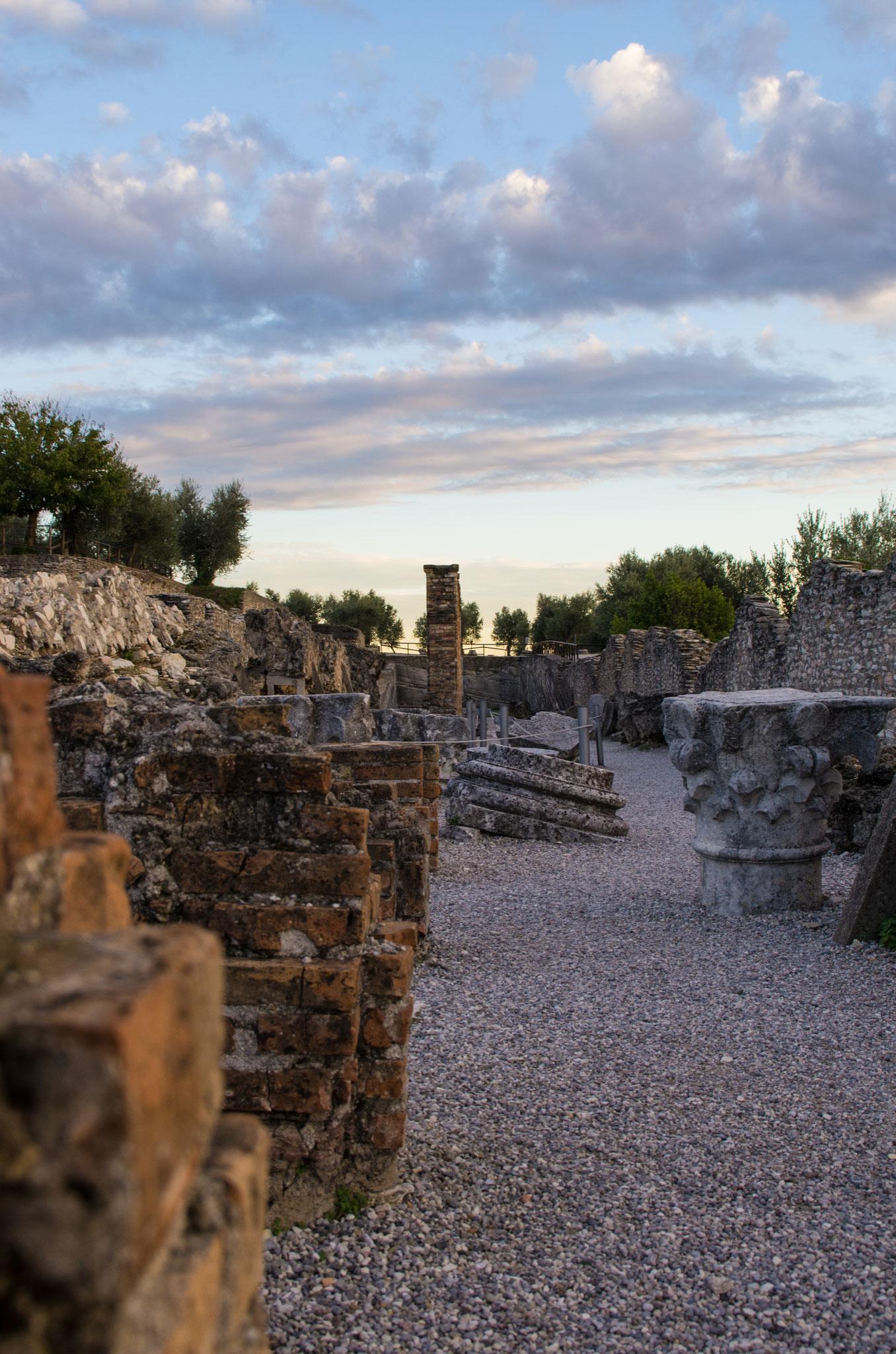 Das Bild hat ein Freund (Instagram: @polygon_and_pixel) beim gemeinsamen Wandern durch die Ruinen einer Römervilla aufgenommen. So eine riesige Anlage und so viele Jahre und Geschichten stecken in diesen Steinen... *Gänsehaut*