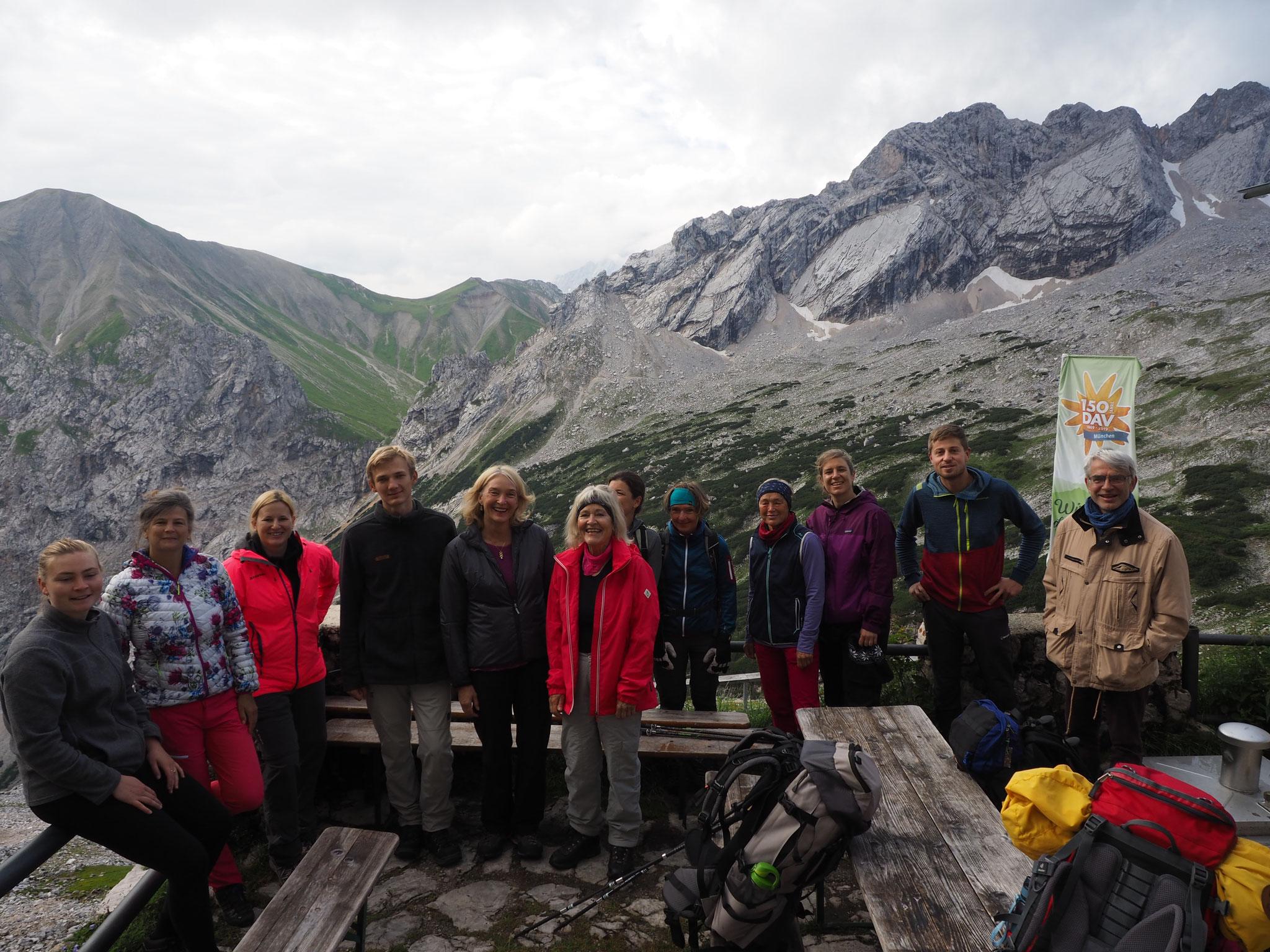 Gruppenfoto an der Knorrhütte