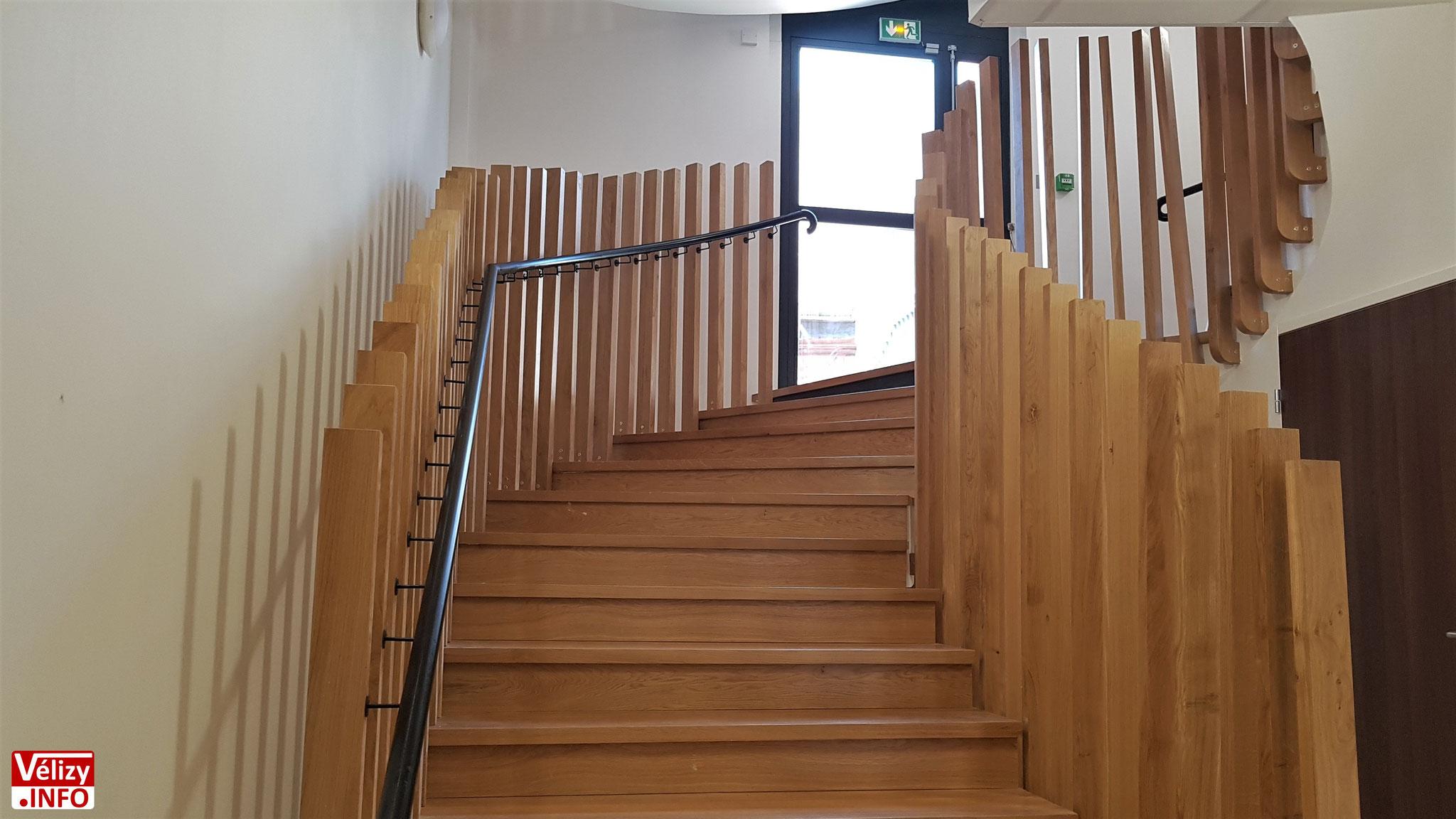 L'escalier de l'Hôtel de Police de Vélizy-Villacoublay.