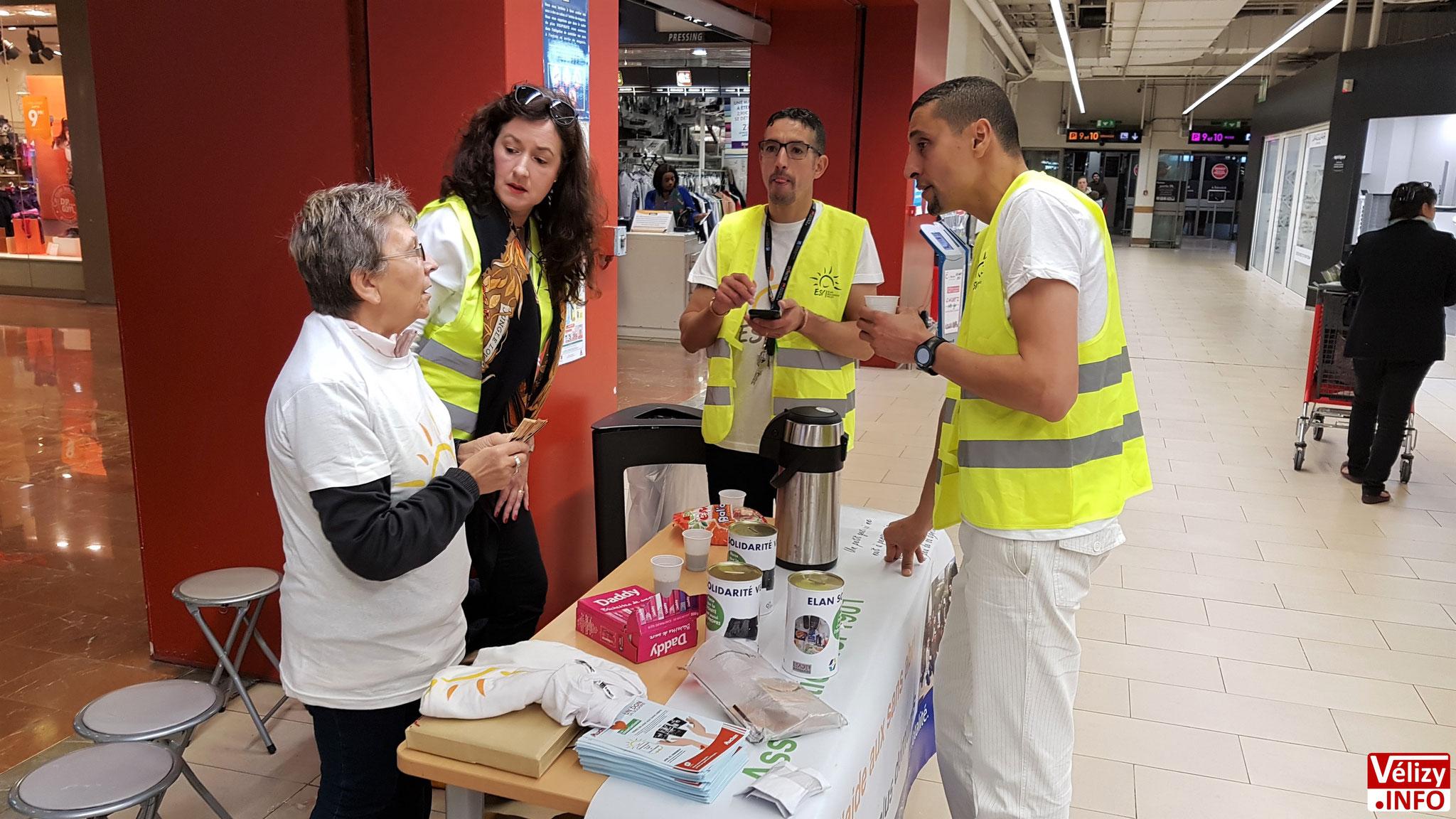 Quelques bénévoles de l'association Élan Solidarité Vélizy (ESV).