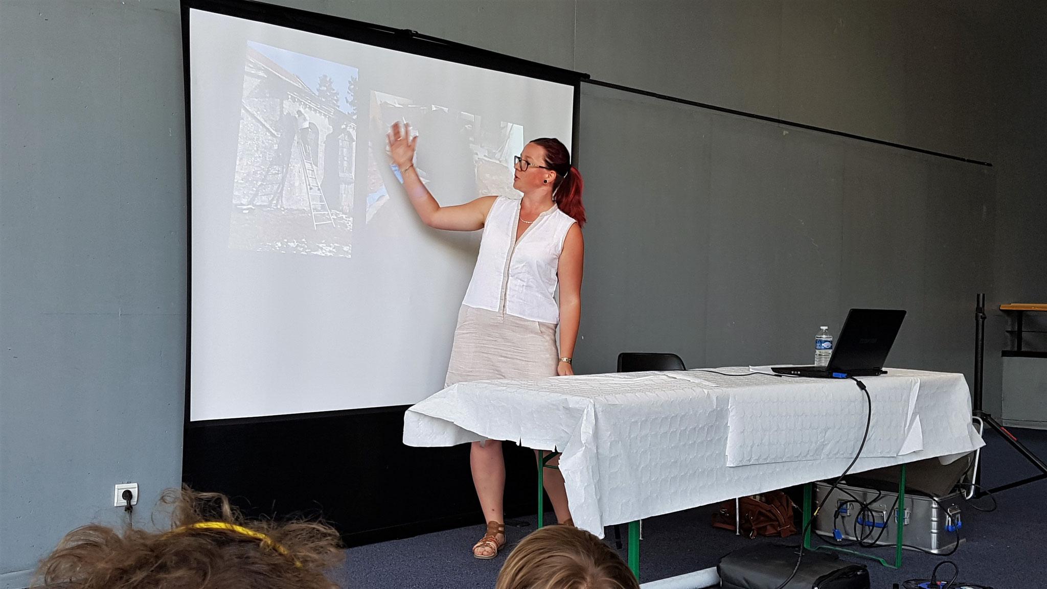 Anna Jeannel - Doctorante en archéologie médiévale - Fête de la Science 2018 à Vélizy-Villacoublay à L'Onde – Théâtre Centre d'art.