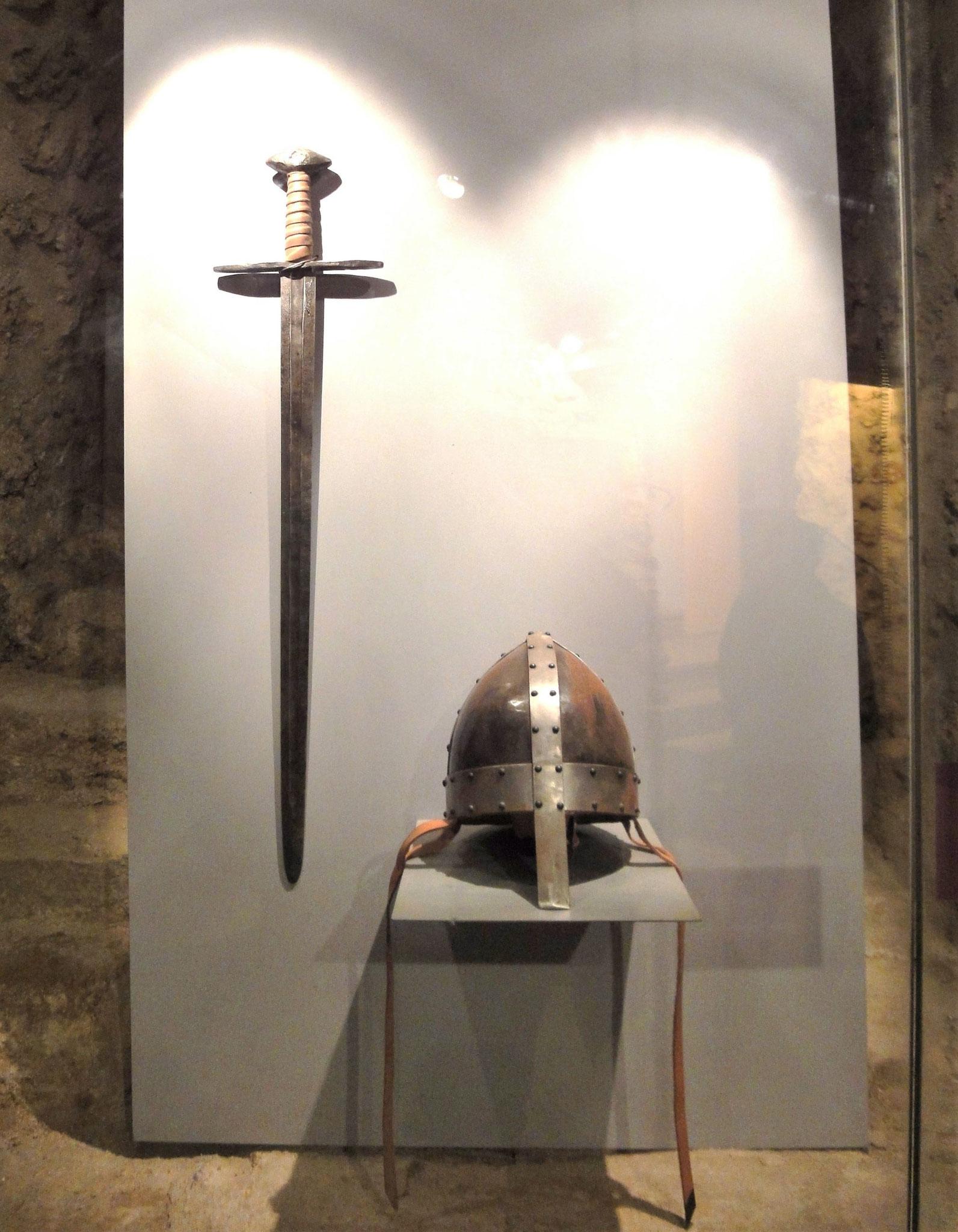 Épée et casque nasal du XIe siècle.
