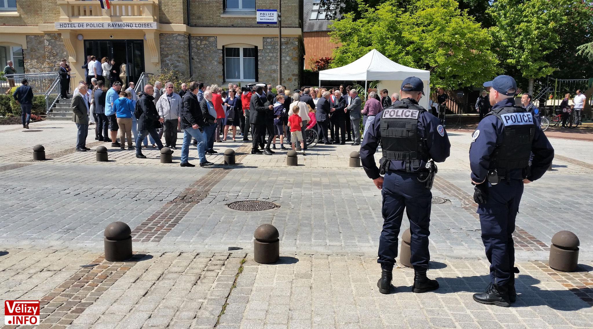 Inauguration de l'Hôtel de Police de Vélizy-Villacoublay, sous bonne garde.
