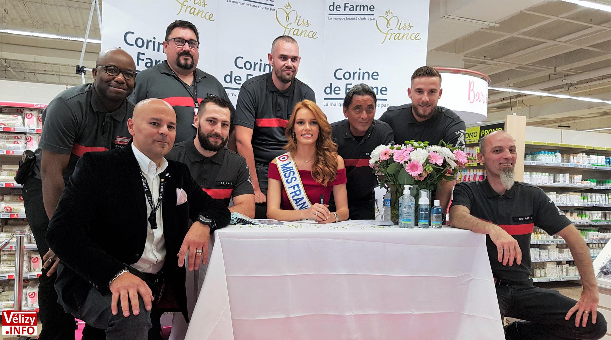 Maëva Coucke, Miss France 2018, en dédicace à Auchan Vélizy- © Vélizy Info.