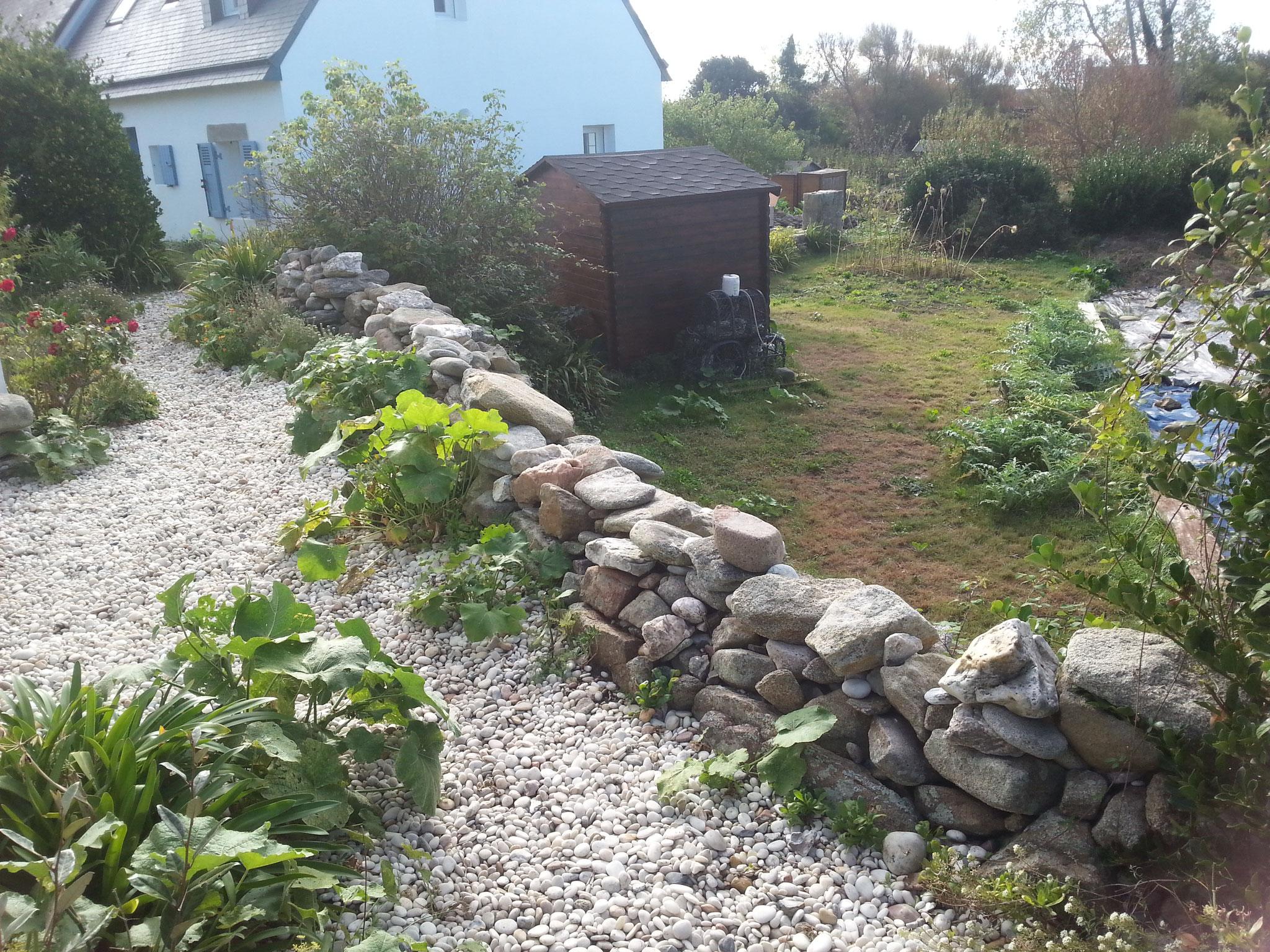 réalisation d un muret de pierre au mortier de chaux (avant travaux)