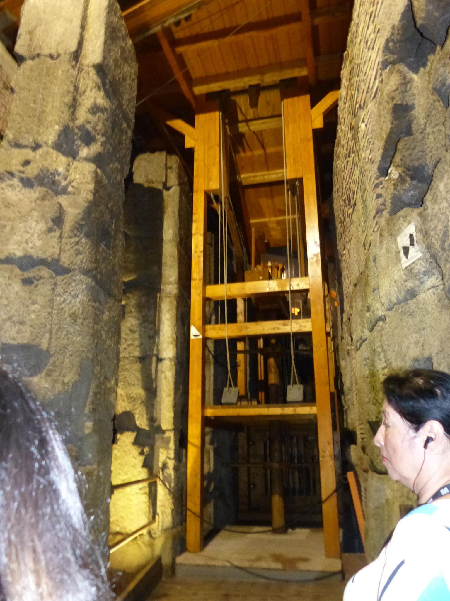 nachgebauter Fahrstuhl von unten