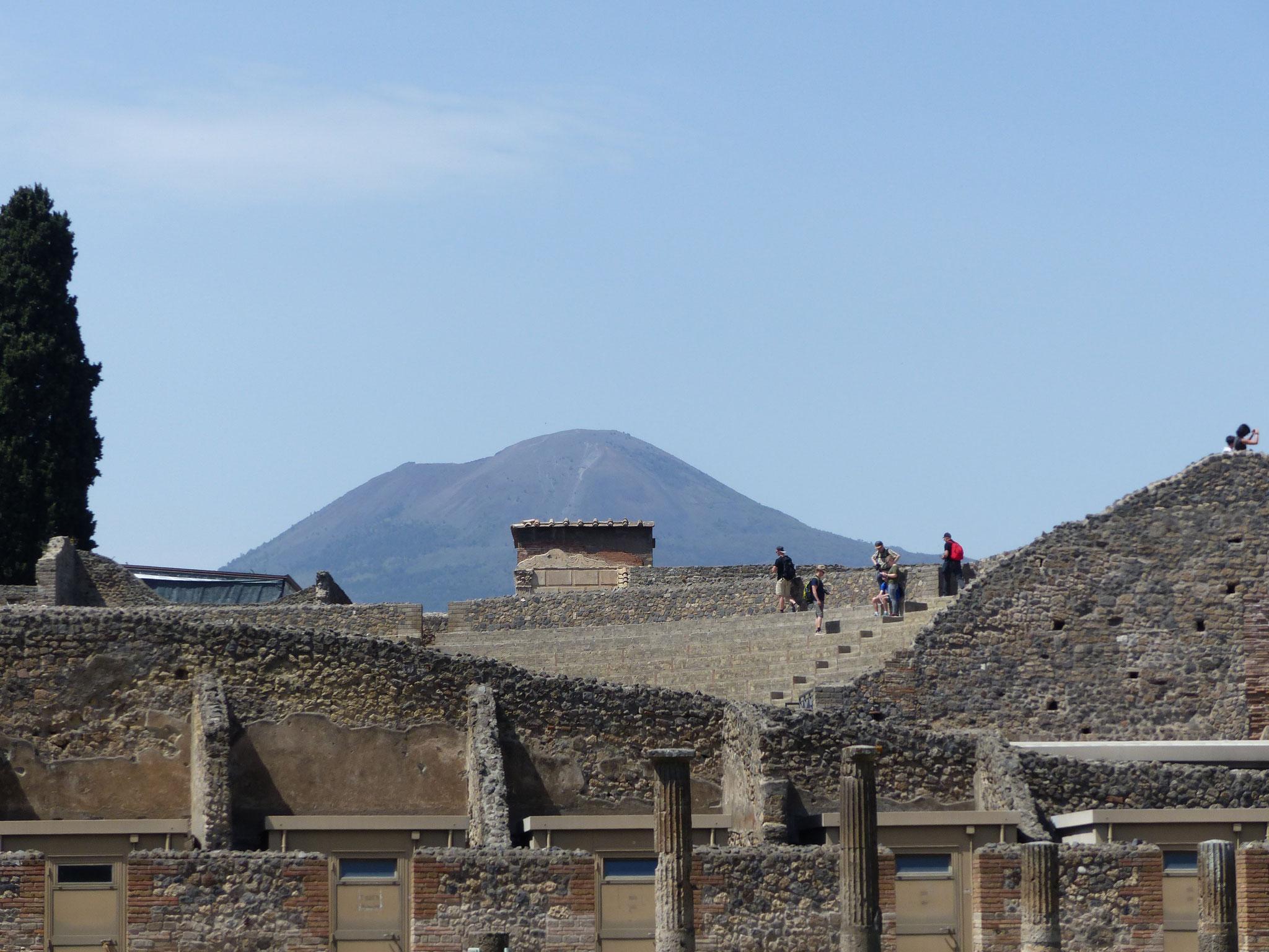 Eingang Pompeji mit Vesuv