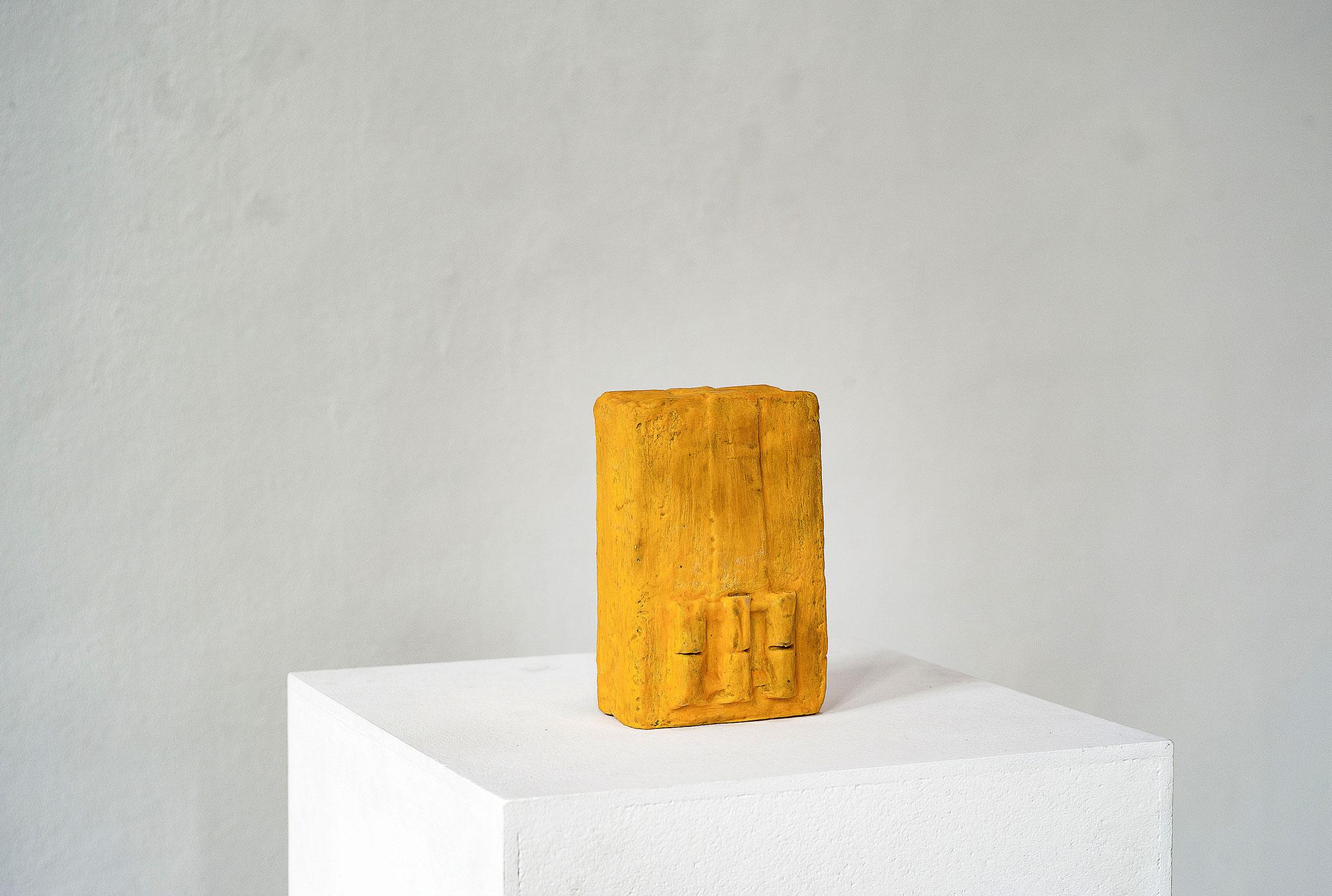 Schwarzbauten Nr .4 2016  Betonguss, Wachs, Pigment 18 x 15 x 17 cm