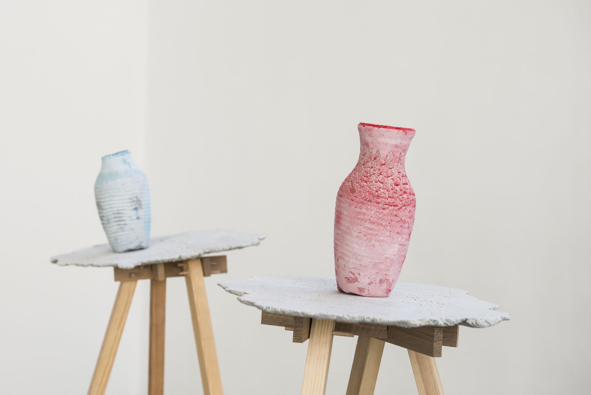 Frau und Herr Blume_Beton, Pigment, Gewebe, Holz_150 x 200 x 60 cm_2018_Foto: Gabi Rottes