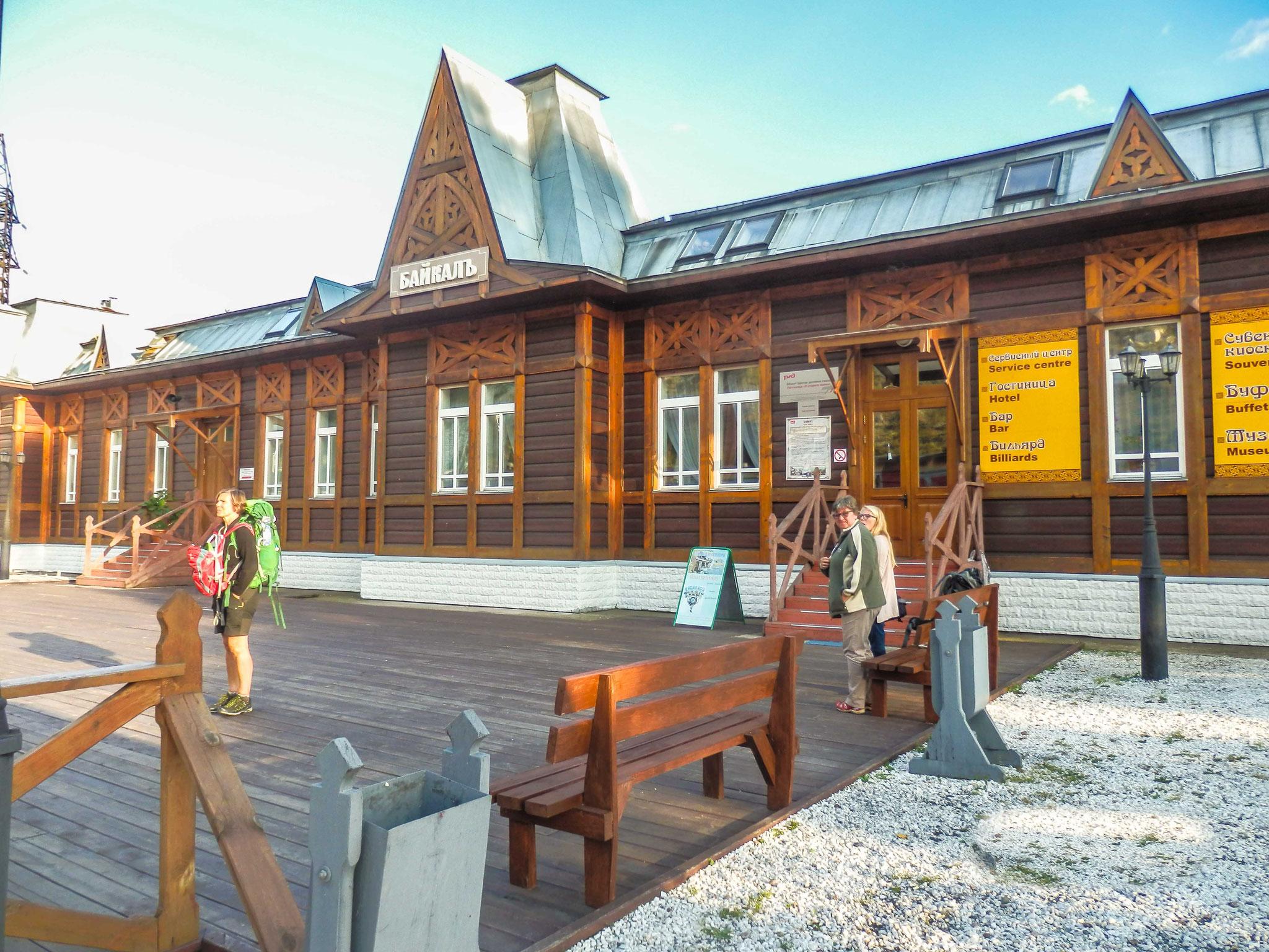 Port Baikal - Das Bahnhofshotel.