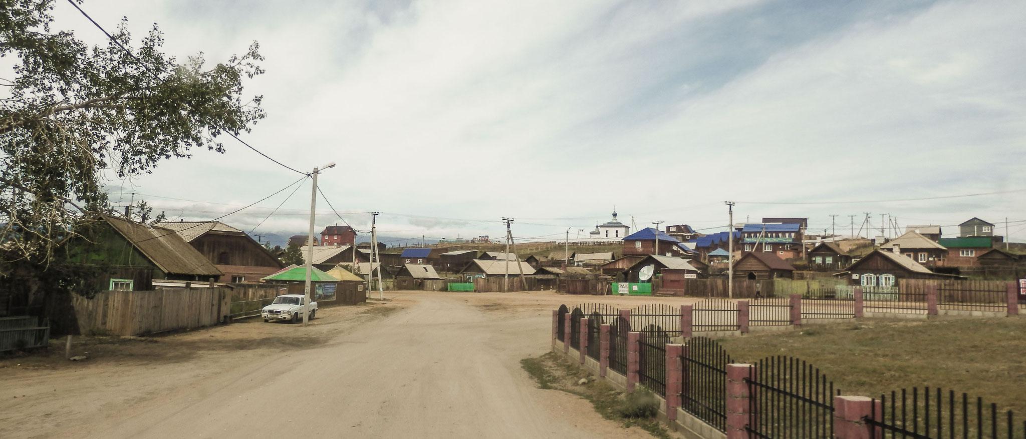 Die Haupstraße in Khuzhir.