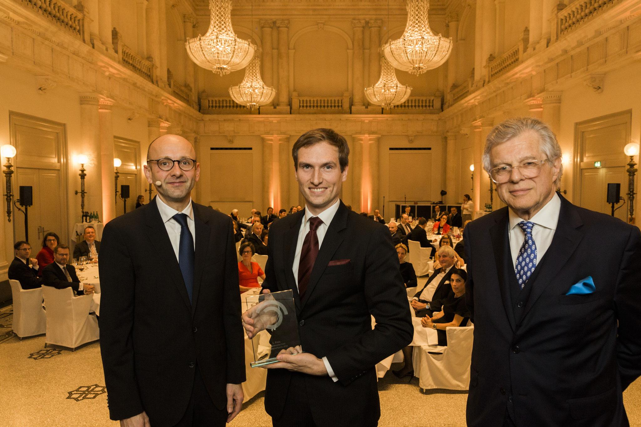 Von links: Lucas Flöther, Patrick Keinert, 1. Platz Wissenschaftspreis, Bruno Kübler © 2018 Sven Döring