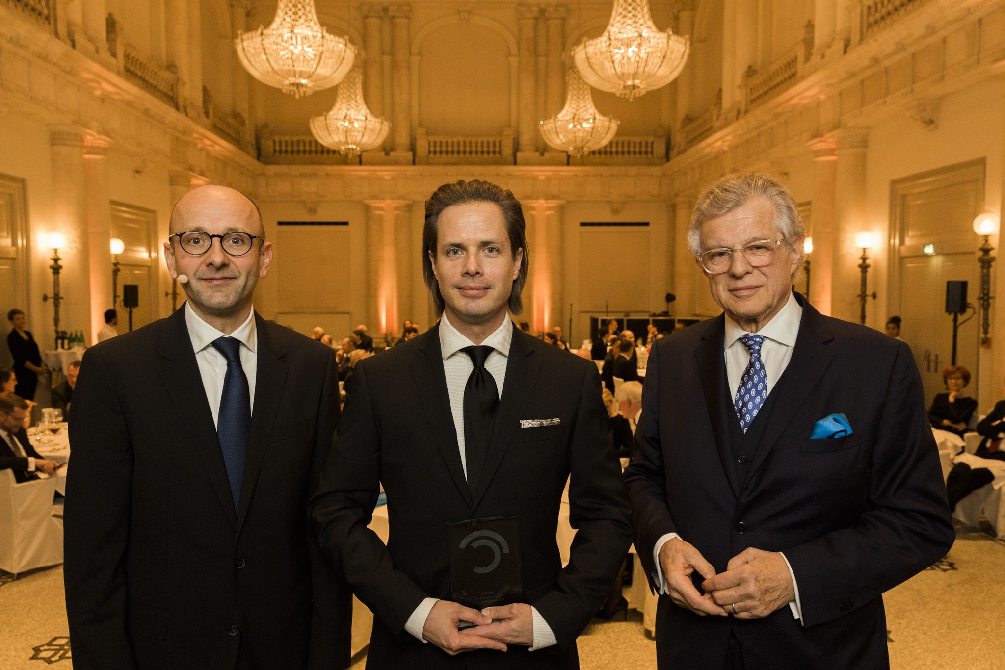 Von links: Lucas Flöther, Tilman Rauhut, 2. Platz Wissenschaftspreis, Bruno Kübler © 2018 Sven Döring