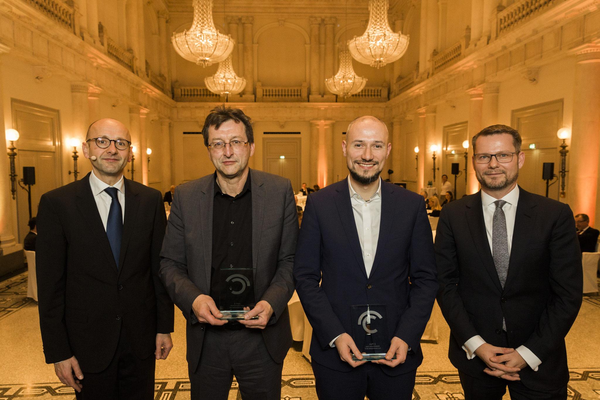 Von links: Lucas Flöther, Martin-Werner Buchenau, Anis Micijevic, 2. Platz Journalismuspreis, Dirk Andres © 2018 Sven Döring
