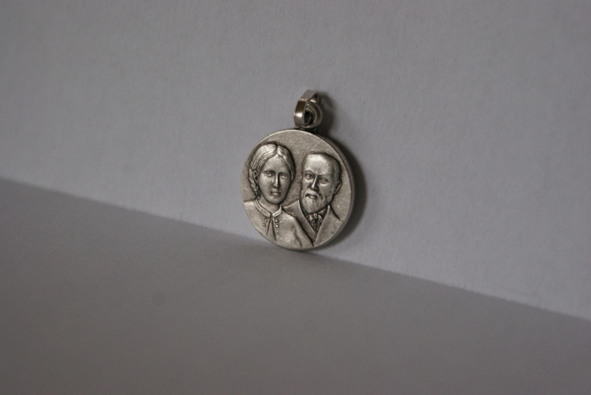 Médaille métal doré, Louis et Zélie Martin.