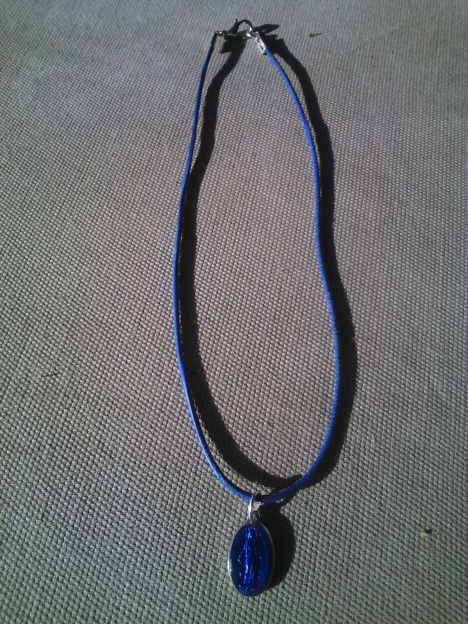 Cordon cuir bleu avec médaille miraculeuse, 8 euros