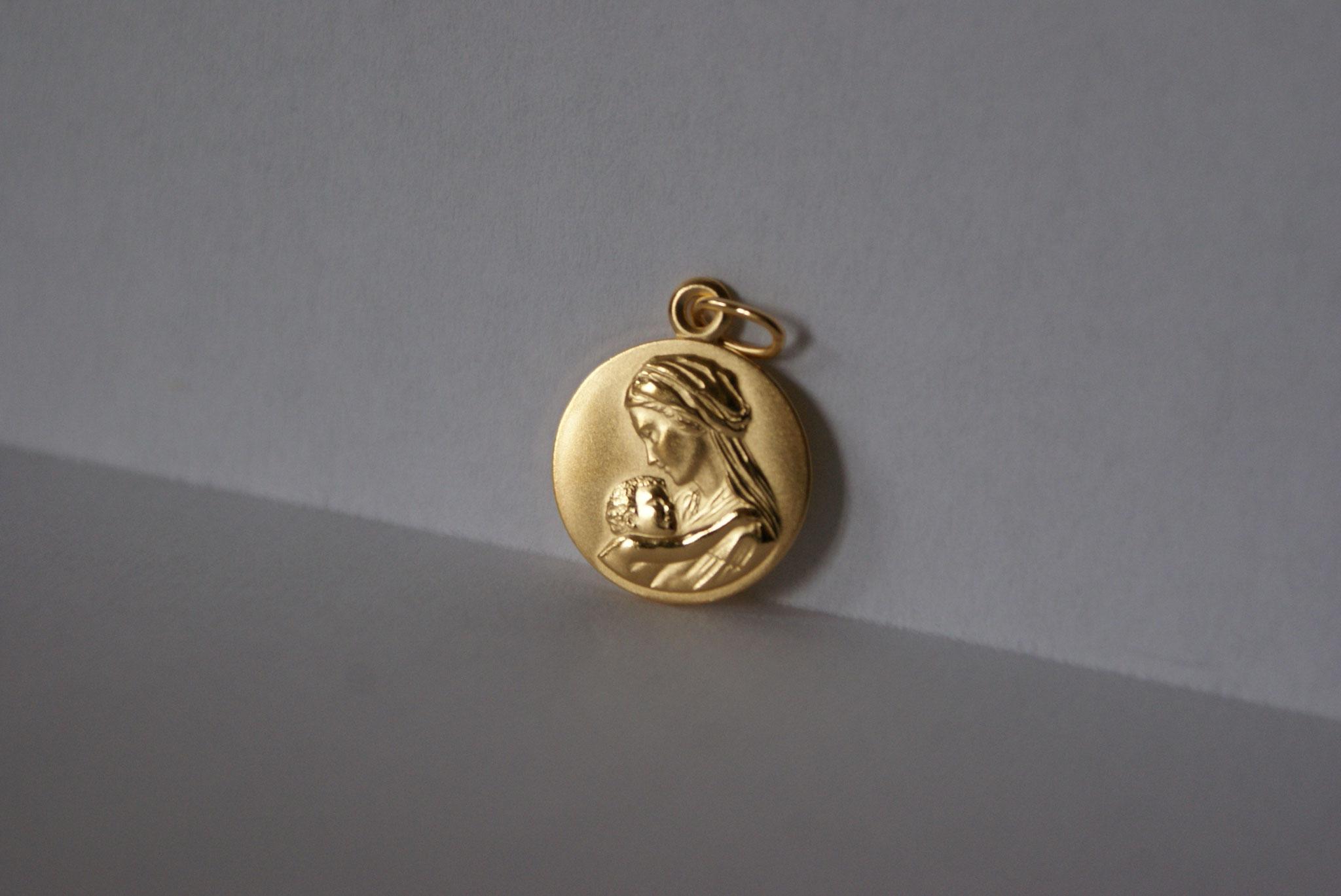 Médaille, plaqué or, Vierge à l'Enfant 1.