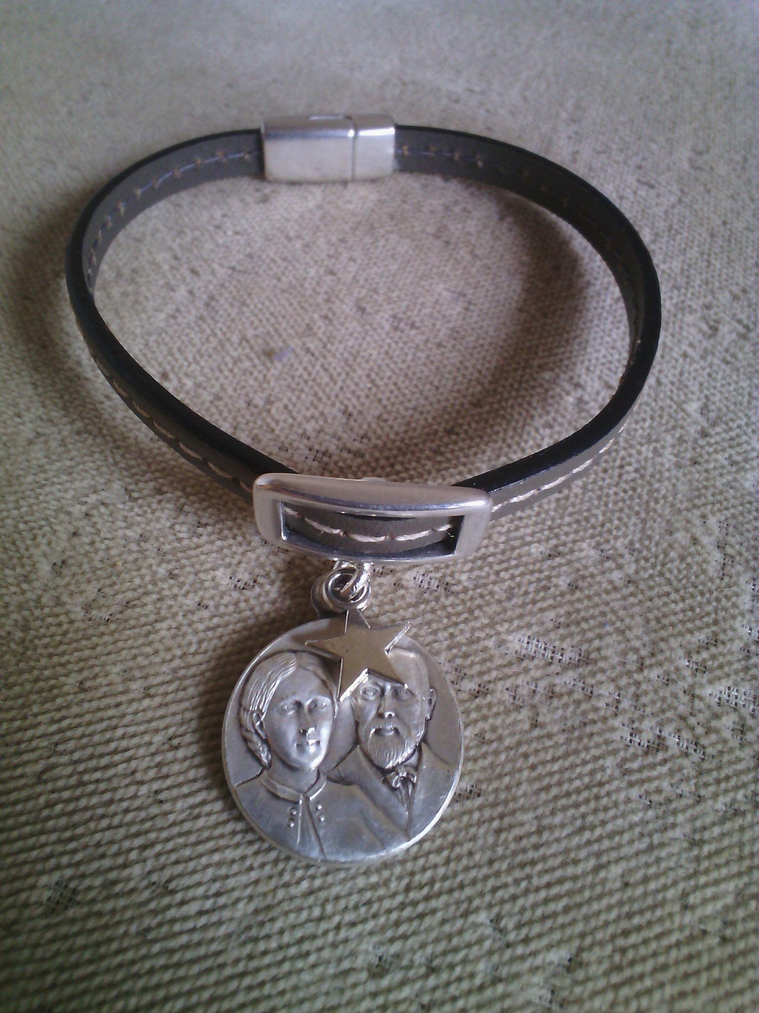 Bracelet cuir Louis et Zélie, fermoir magnétique, 15euros (différentes couleurs de cuir)