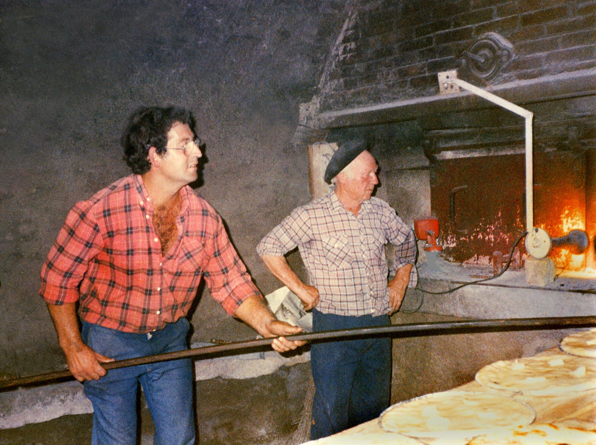 Enfournage du pain à Hostiaz