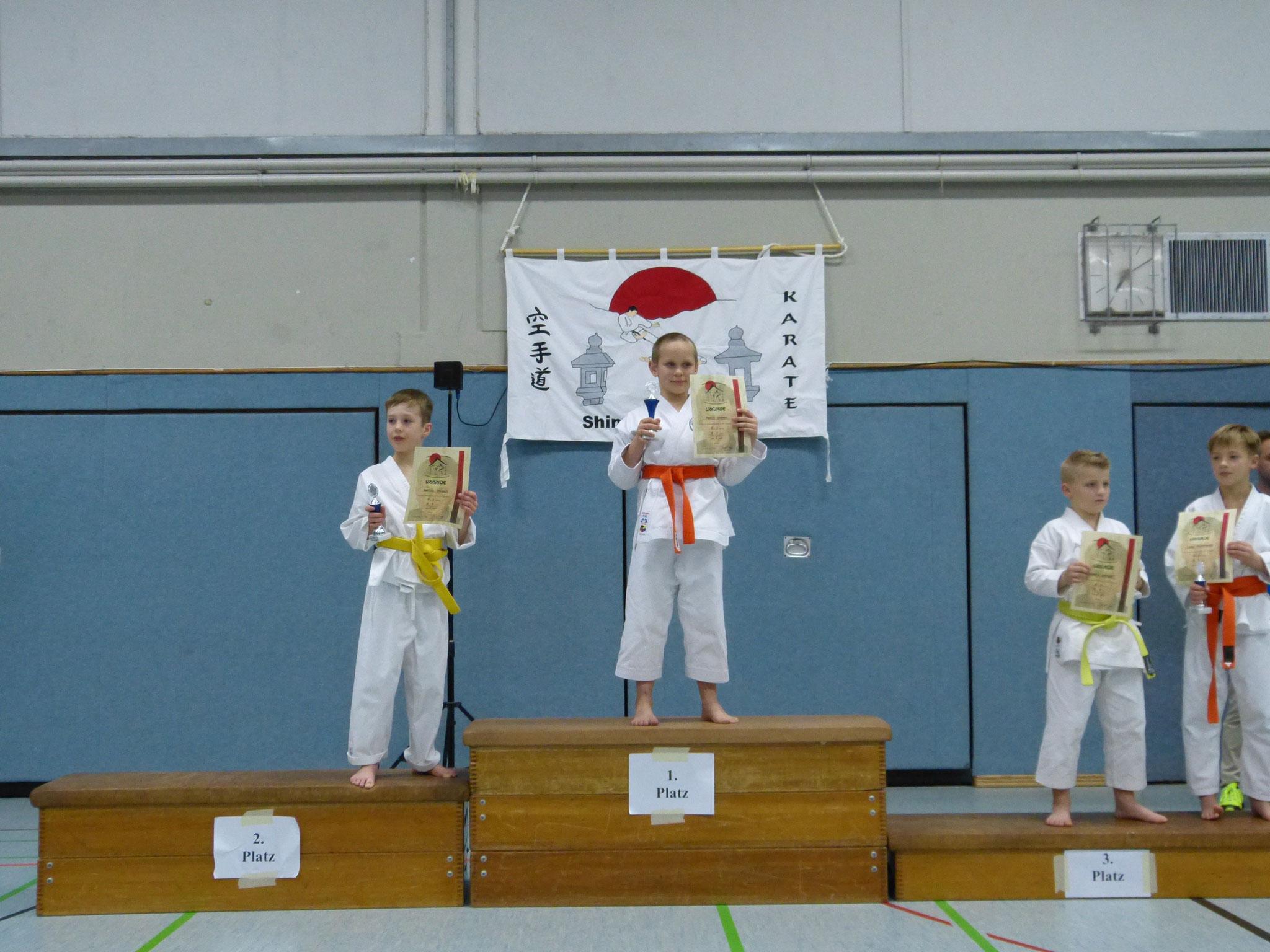 Mattes erreichte mit seiner Performance der Pinan Nidan den 2. Platz, super!
