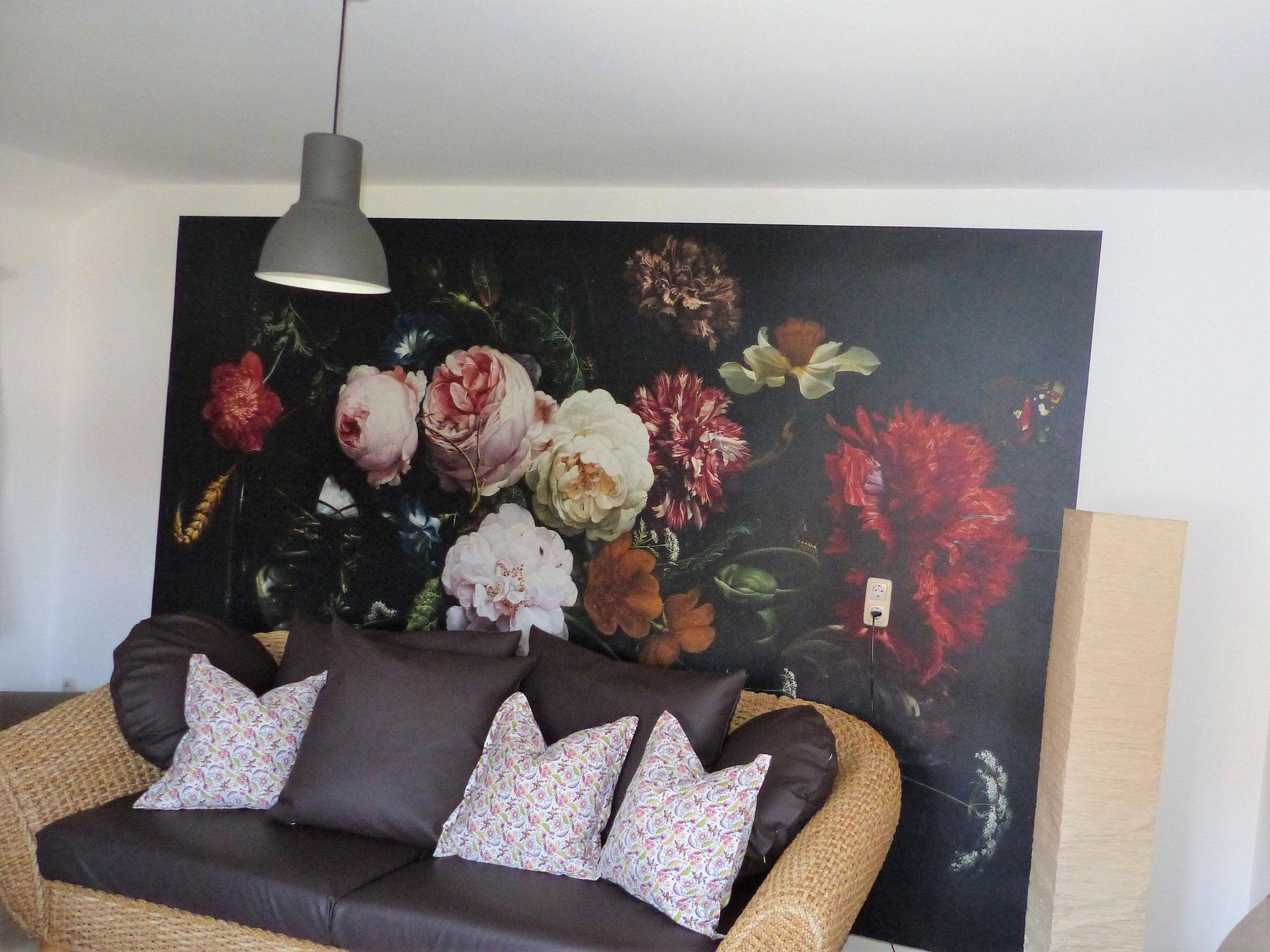 Wohnzimmer mit großer Couch der Ferienwohnung Waldblick in Bad König