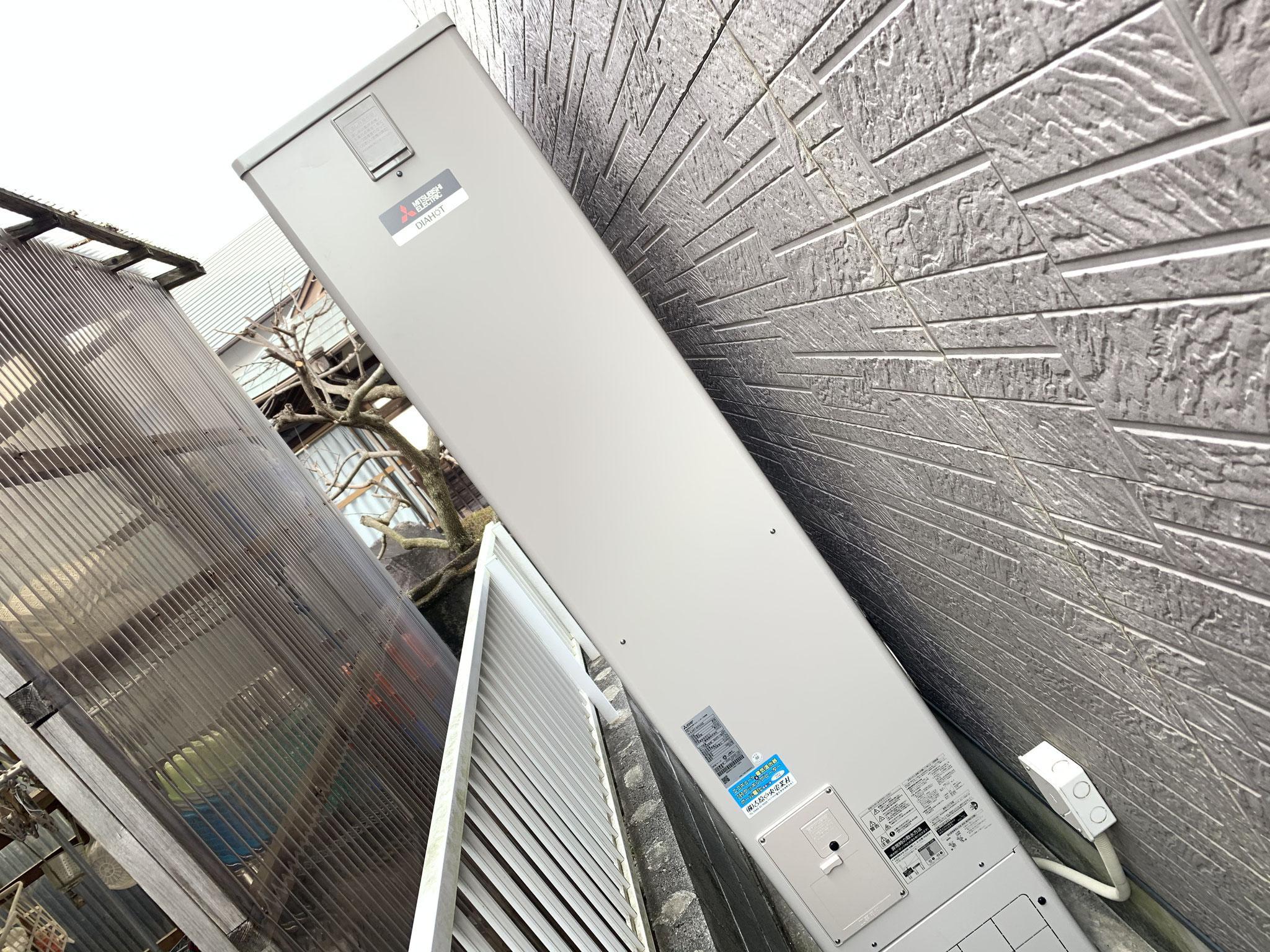 富士市 三菱電機 スリム型エコキュート設置工事