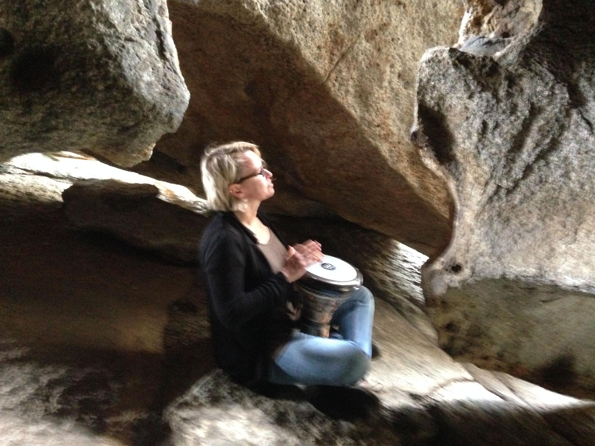 Trommeln in der Höhle