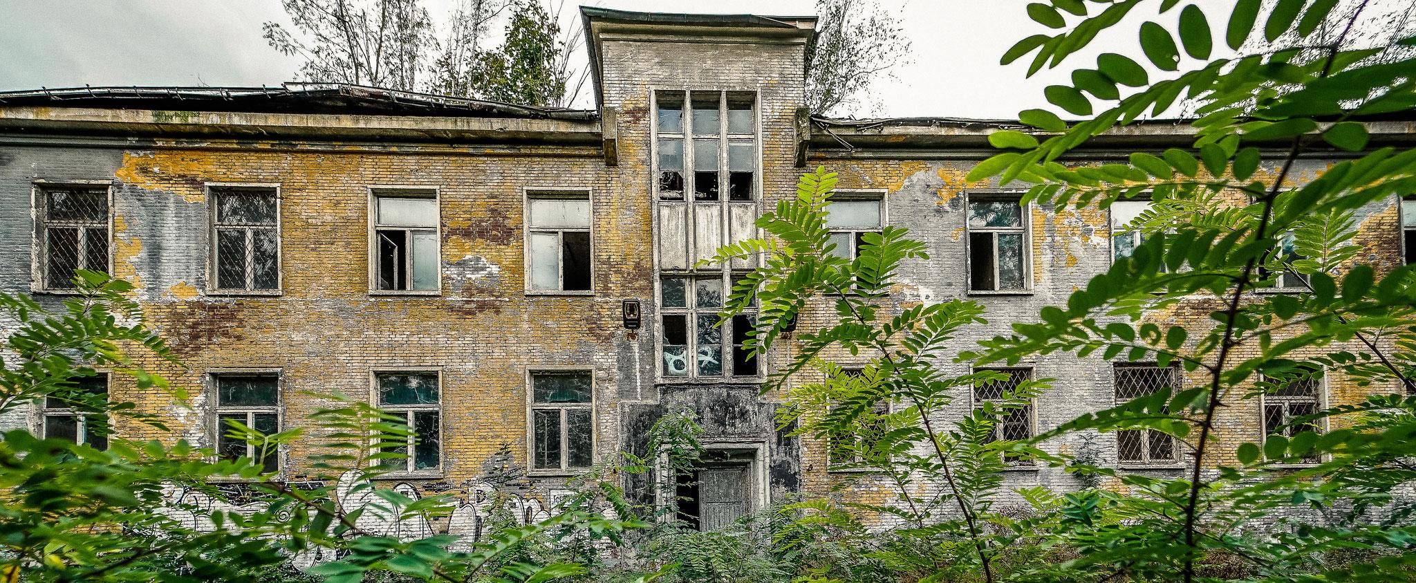 DIe alten Gebäude der Heeresreitschule