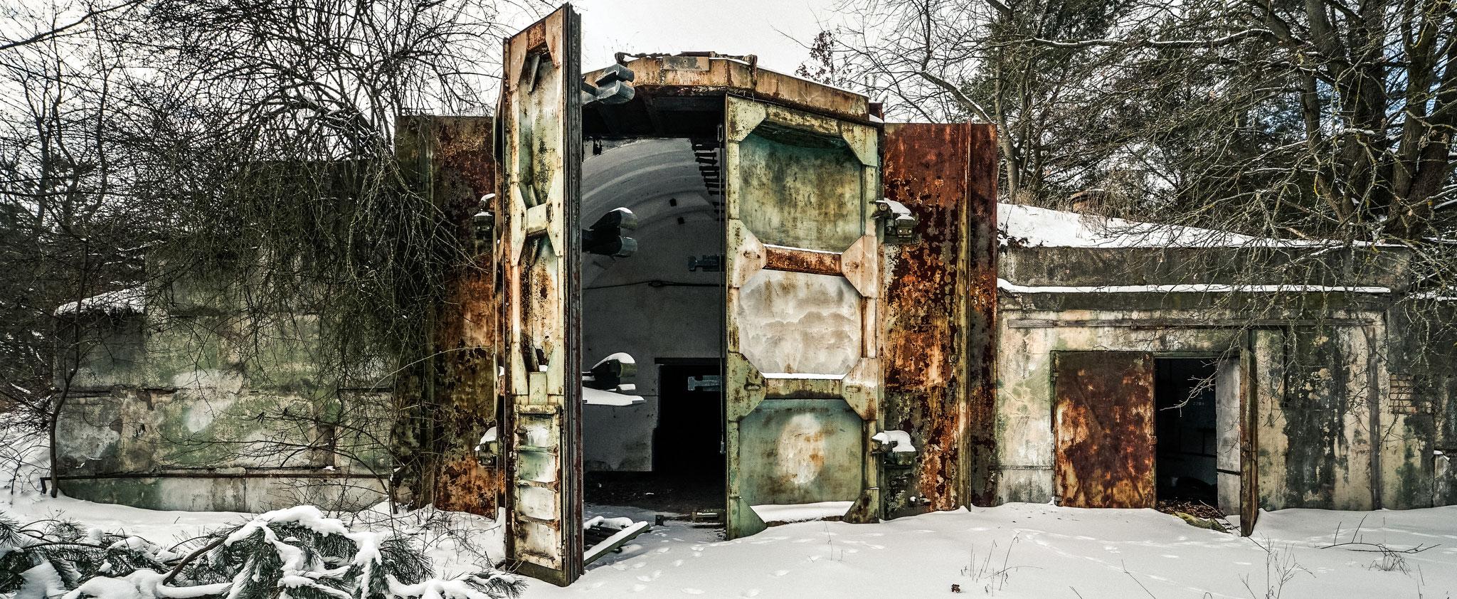 Die riesigen Bunkertüren