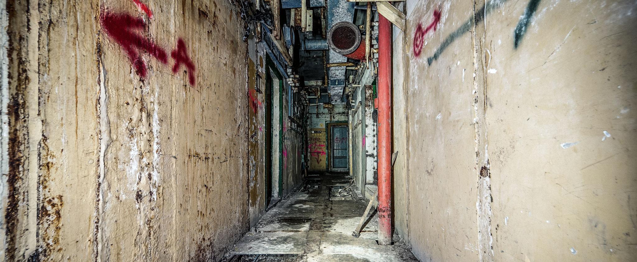 Der große Bunker der seit vielen Jahren verlassen ist