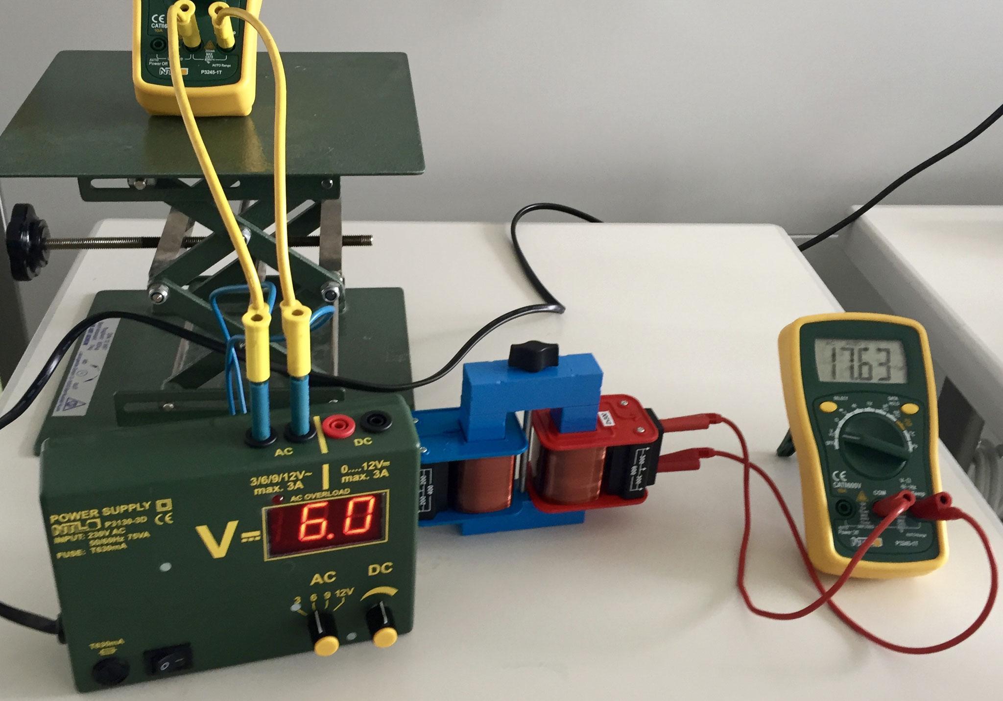 Versuchsaufbau mit einem neuen Netzgerät.