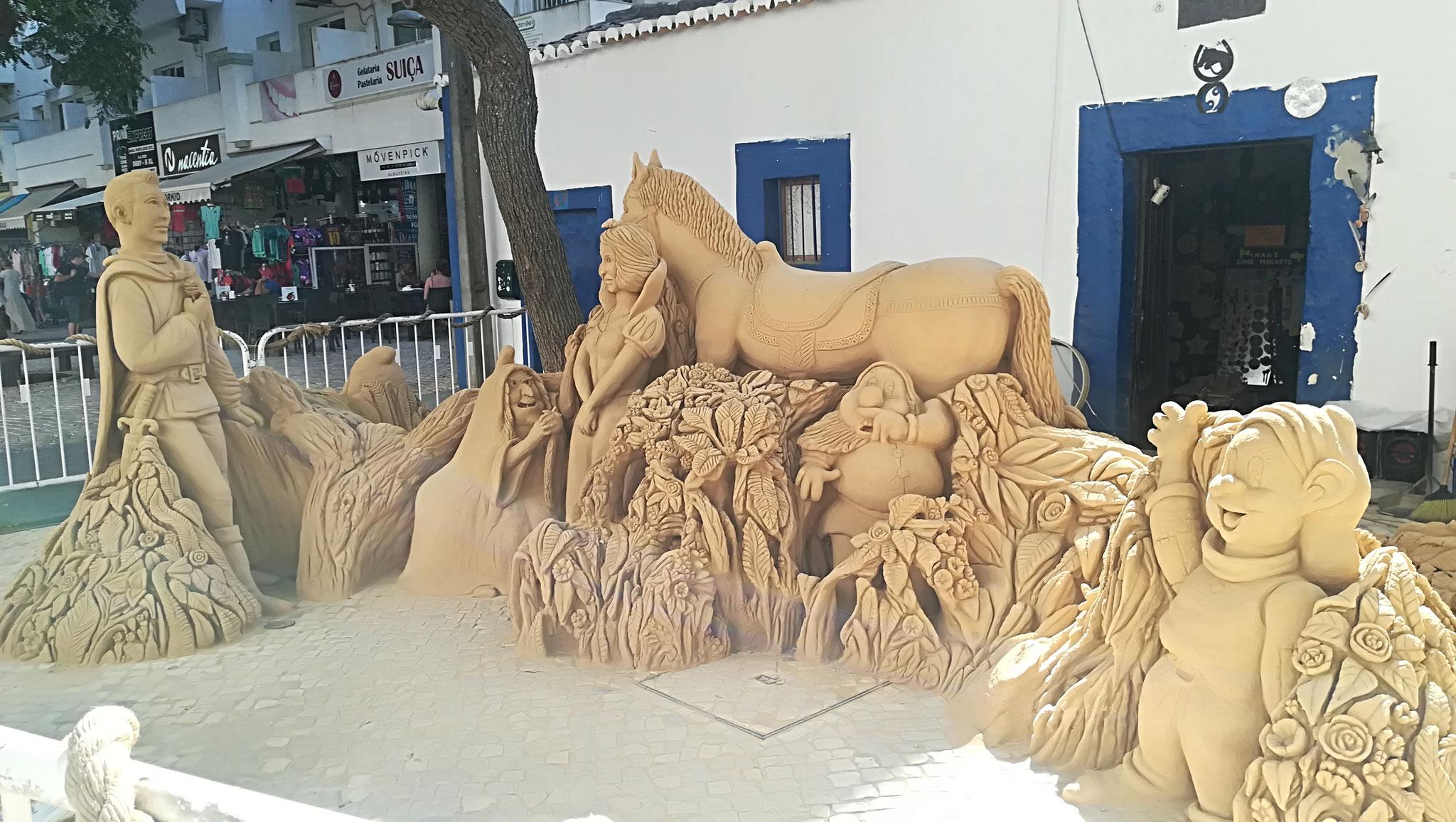 Sanskulptur in der Altstadt Albufeiras
