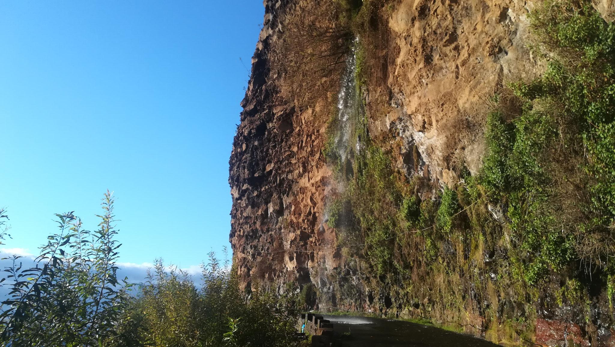Wasserfall zwischen Ponta do Sol und Madalena do Mar