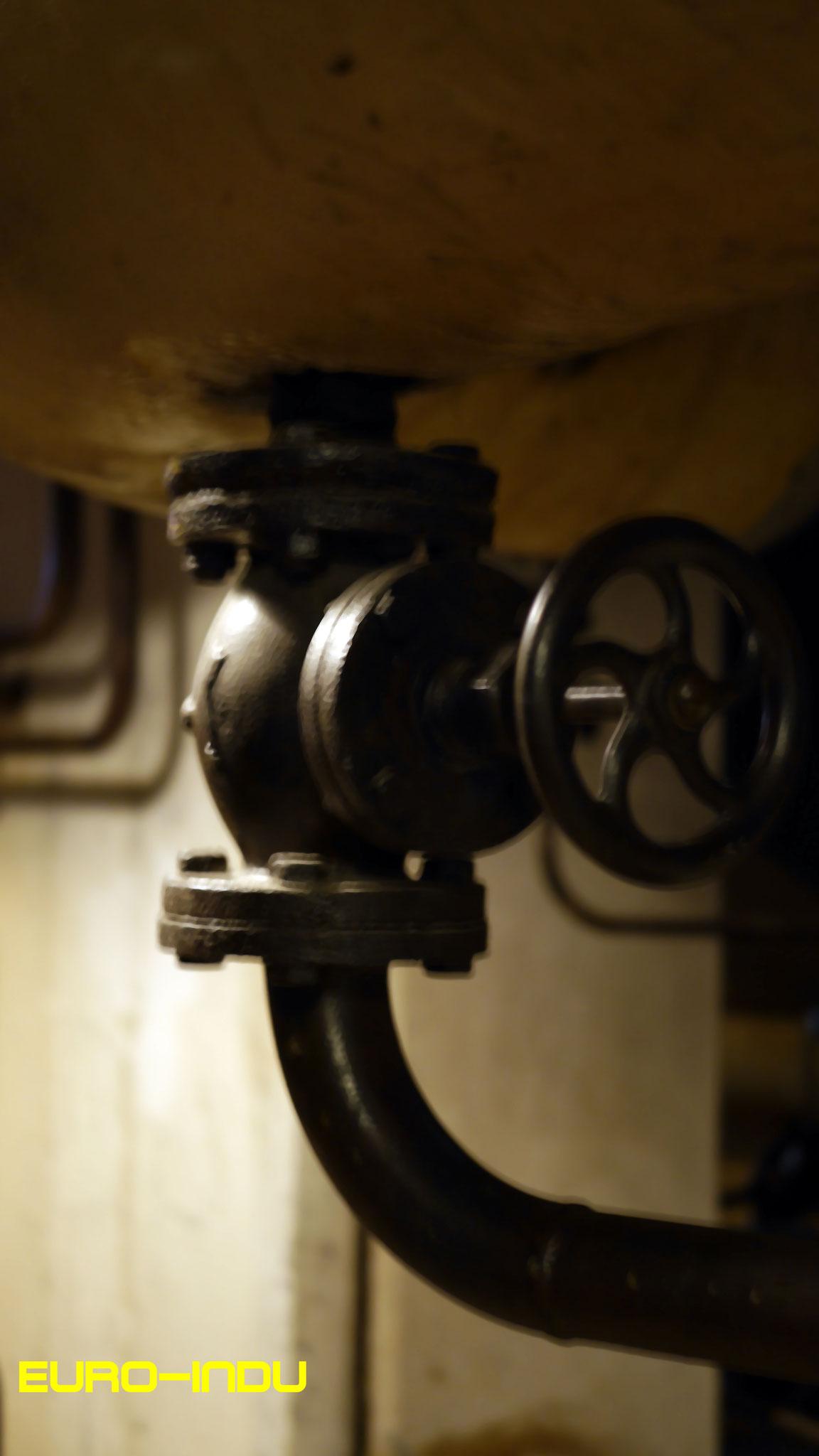 Absperrschieber im Untergeschoss des Turbinenhauses
