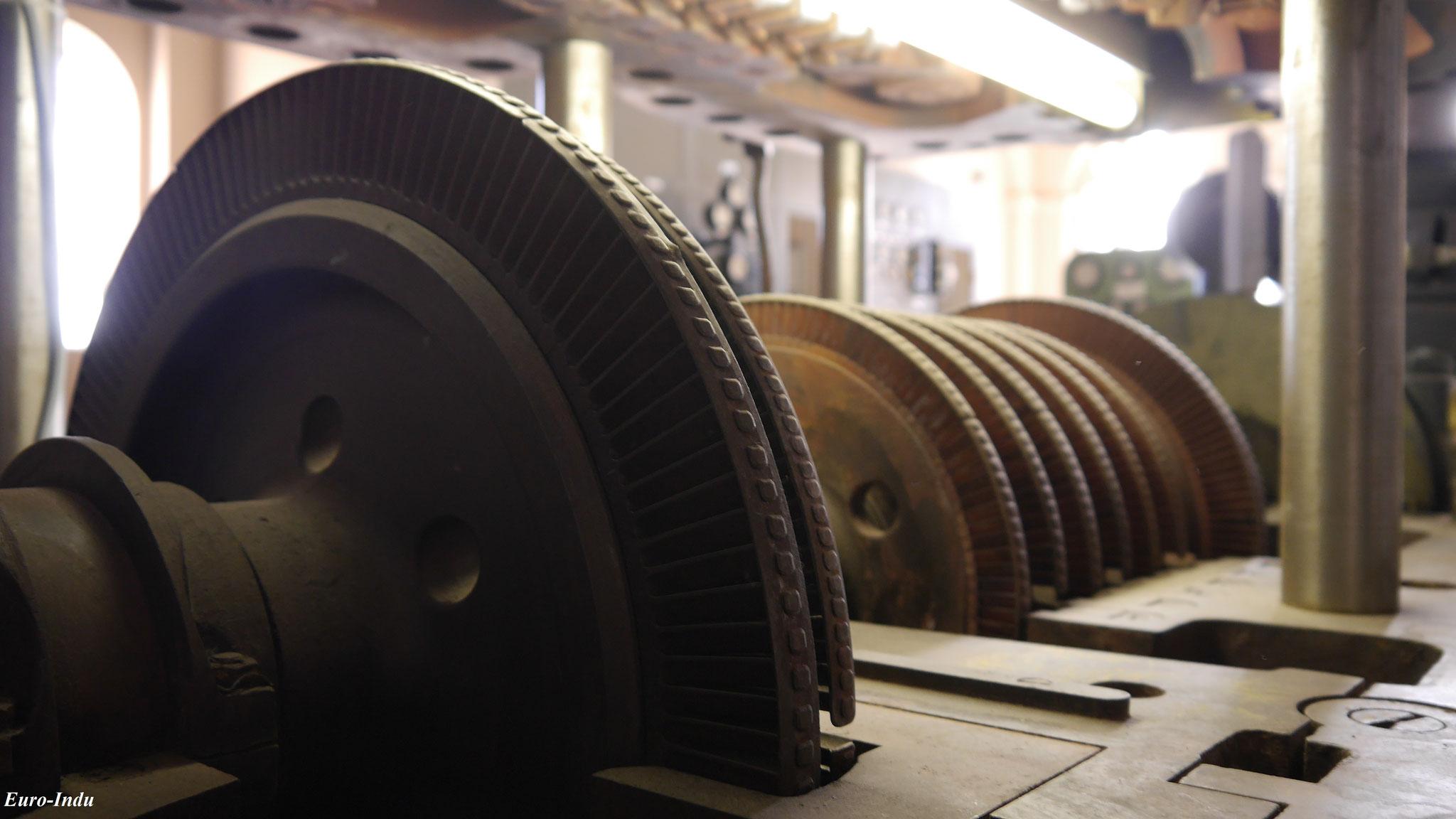 Blick in den geöffneten Läufer neuen Turbomaschine 1 von 1954. Bei Betrieb drehte sich der Läufer etwa 6400 mal in einer Minute.
