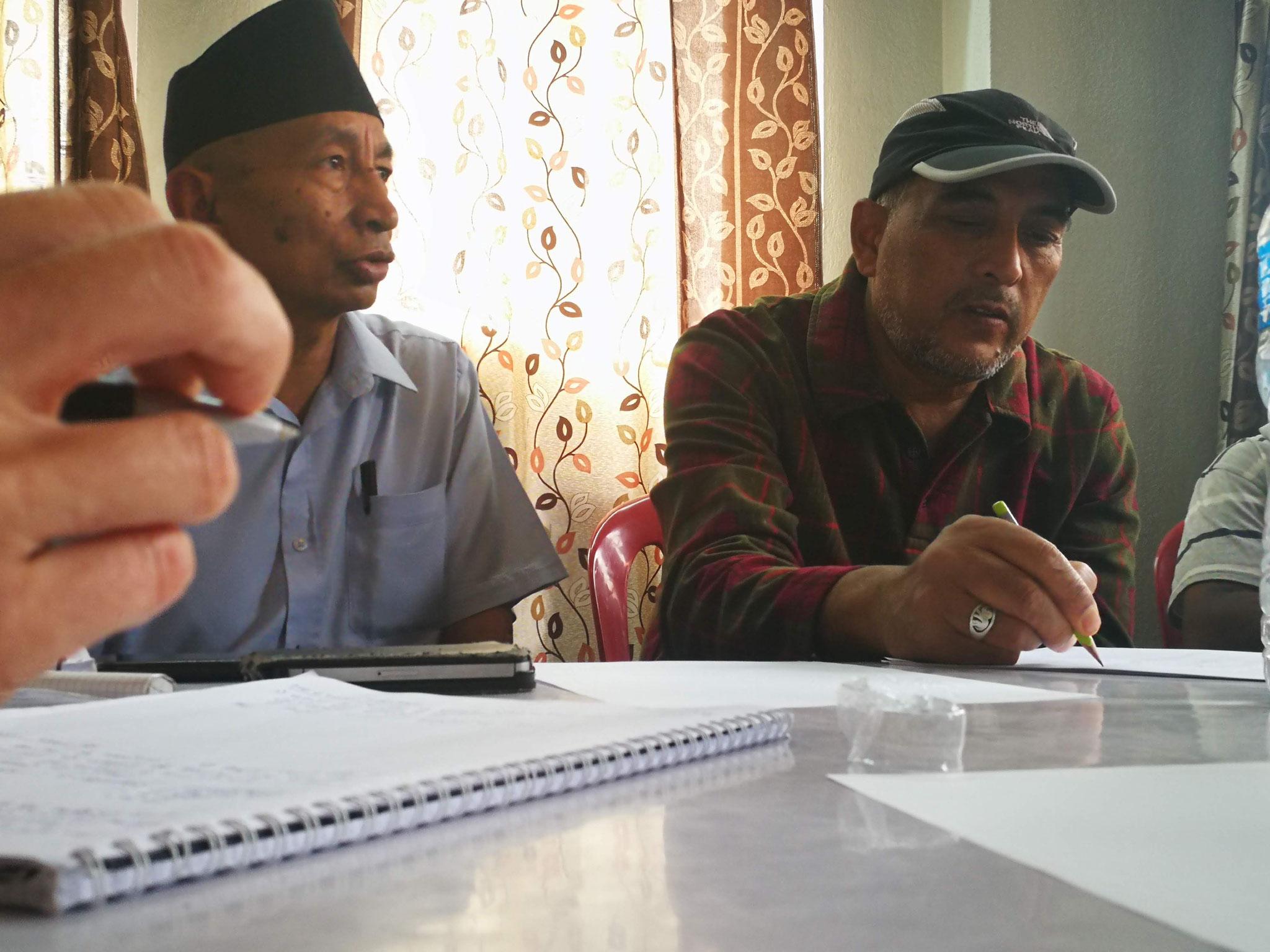 "Madhu et Sanu très appliqués/impliqués lors du ""comitee meeting"""