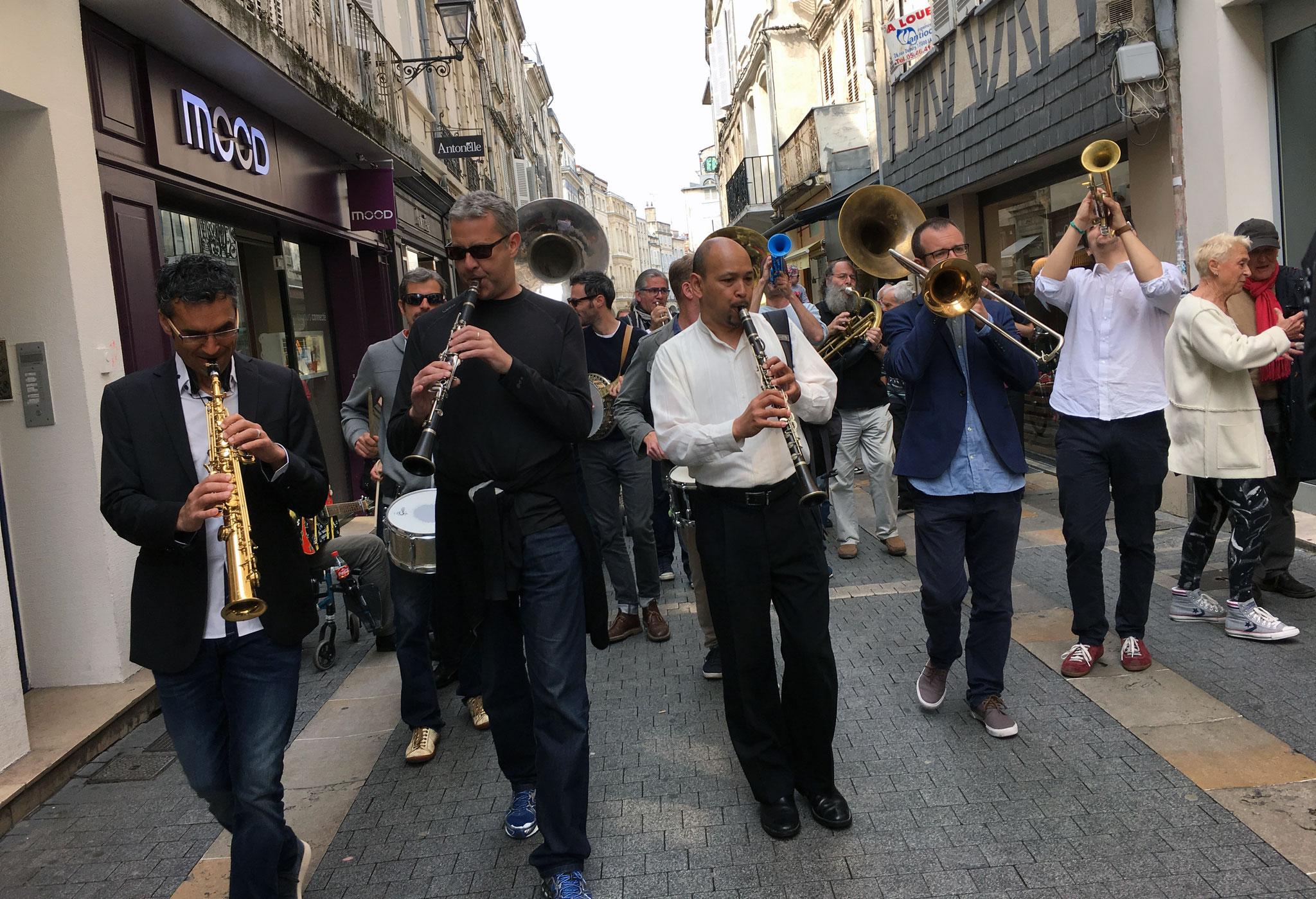 Parade avec entre autres Evan Christopher, Malo Mazurié,Félix Hunot, Atila Korb
