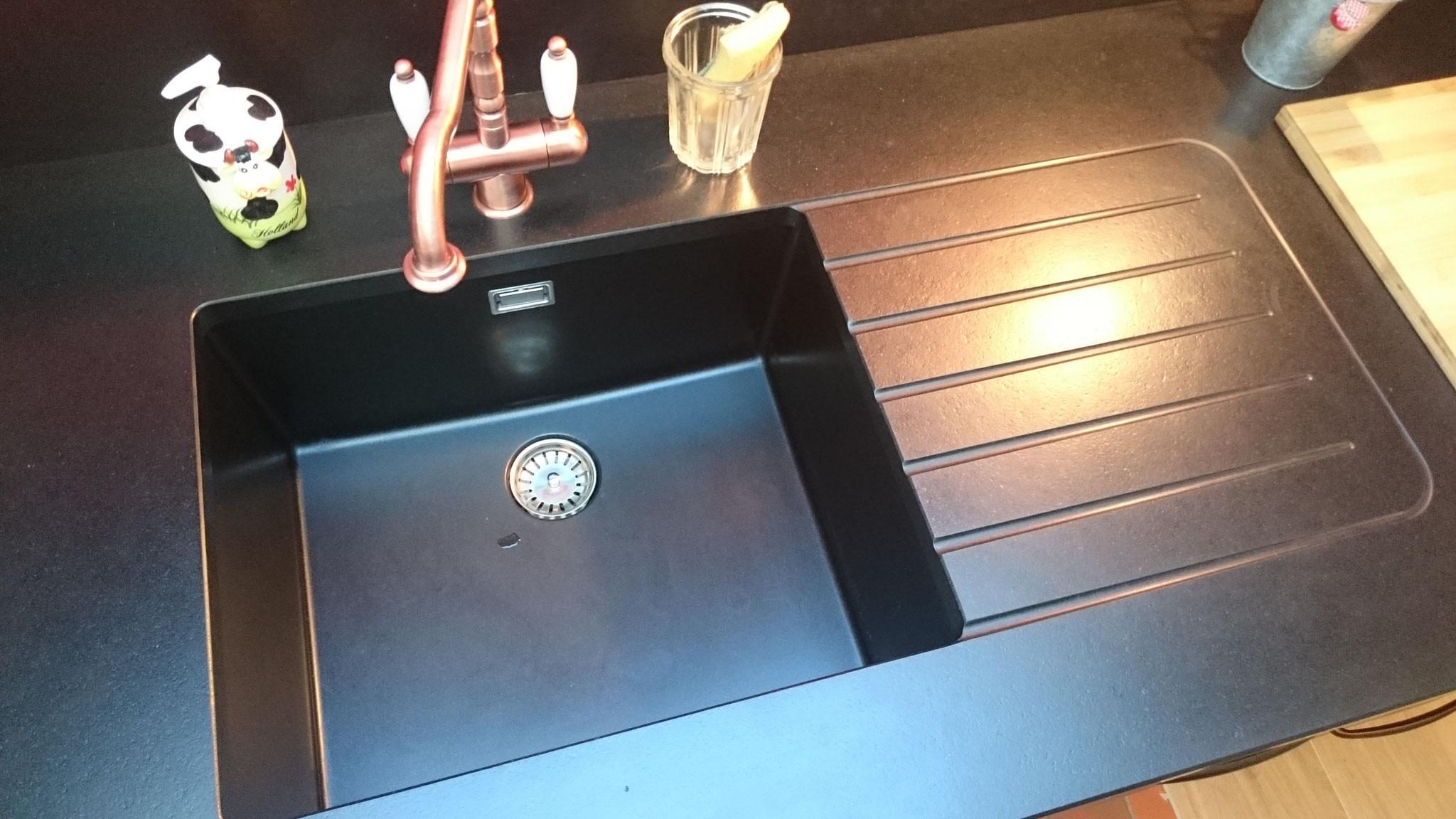 Cuve en résine granit en harmonie avec le granit finition cuir