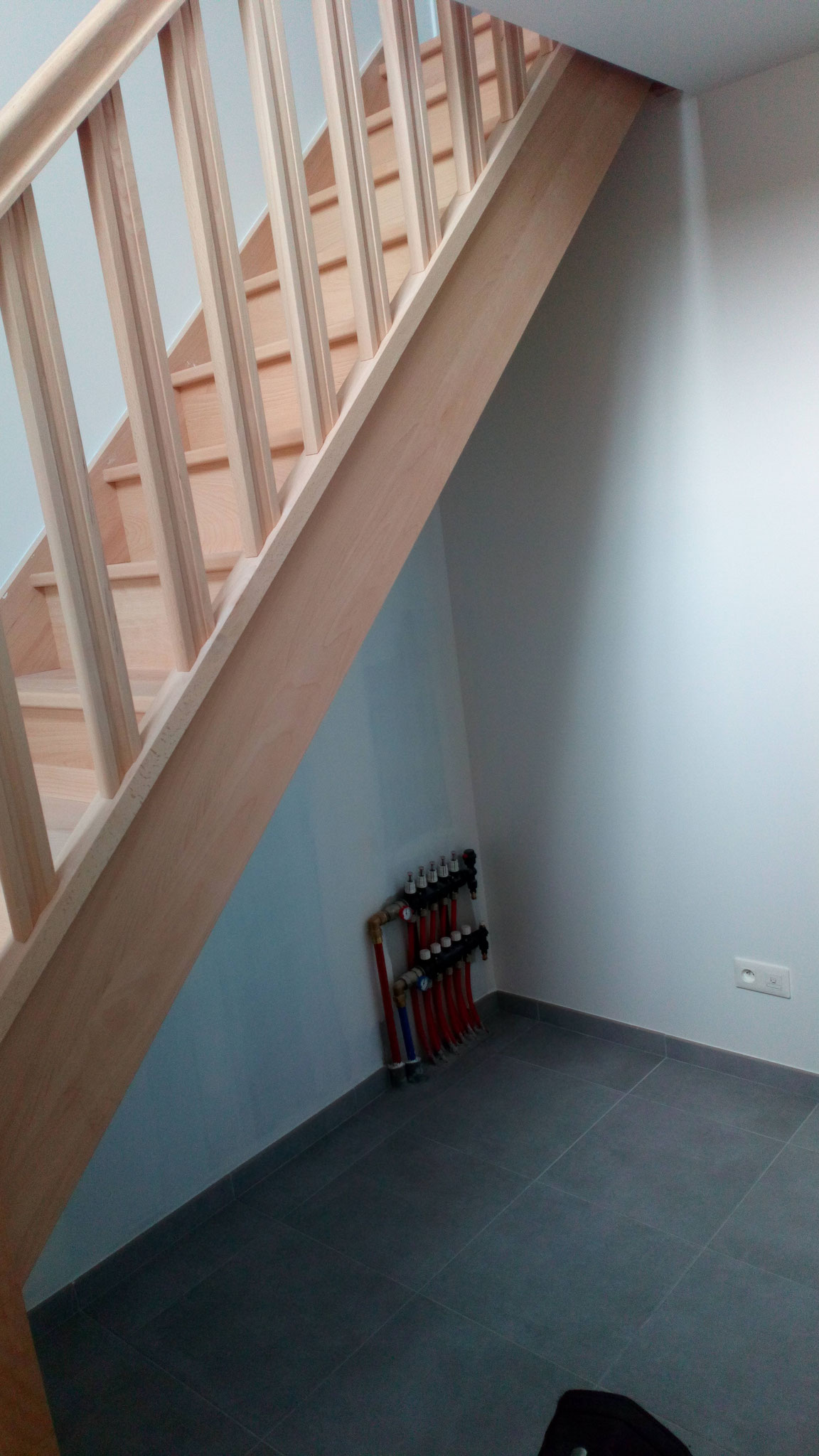 Escalier à aménager dans une maison neuve