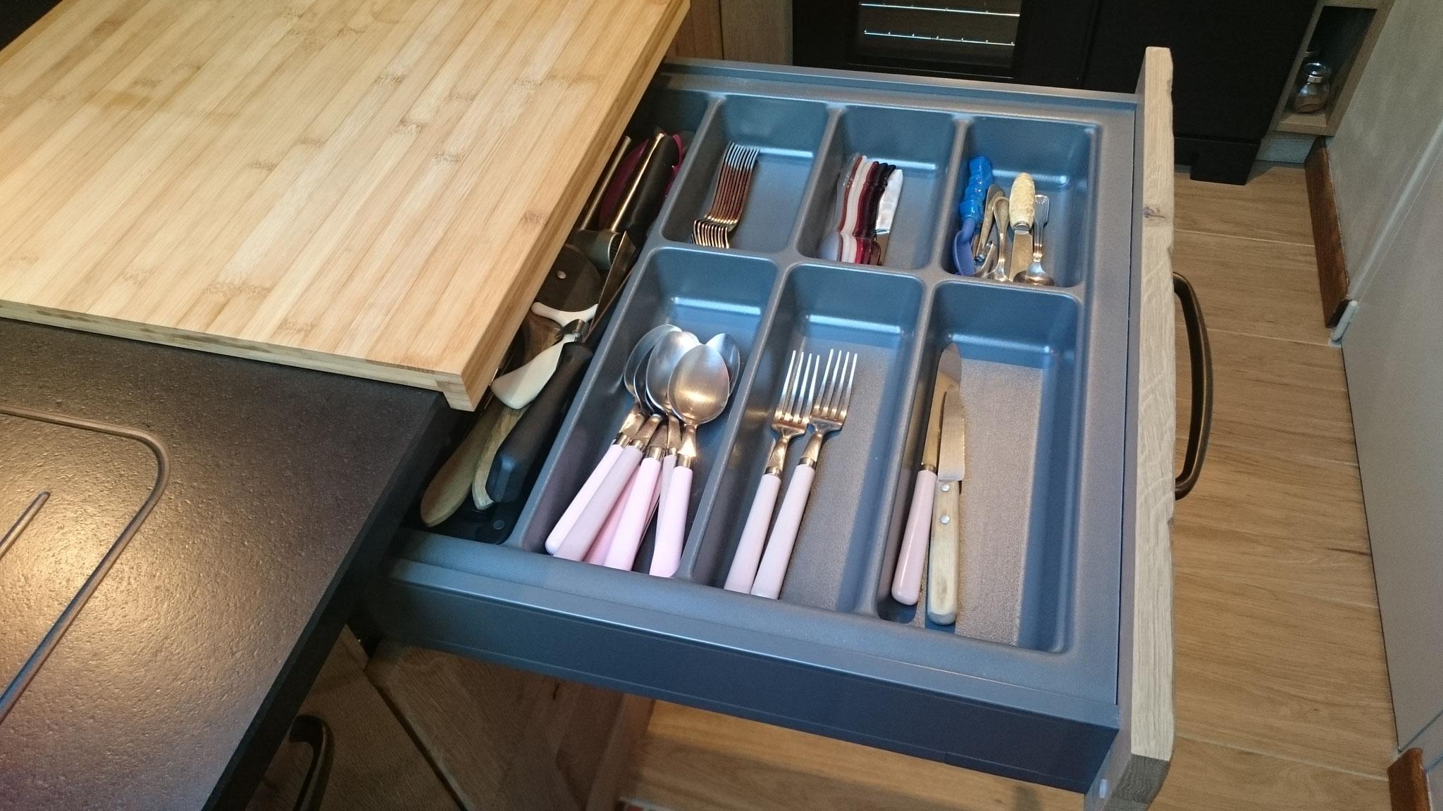 Aménagement d'un range-couvert adapté au tiroir
