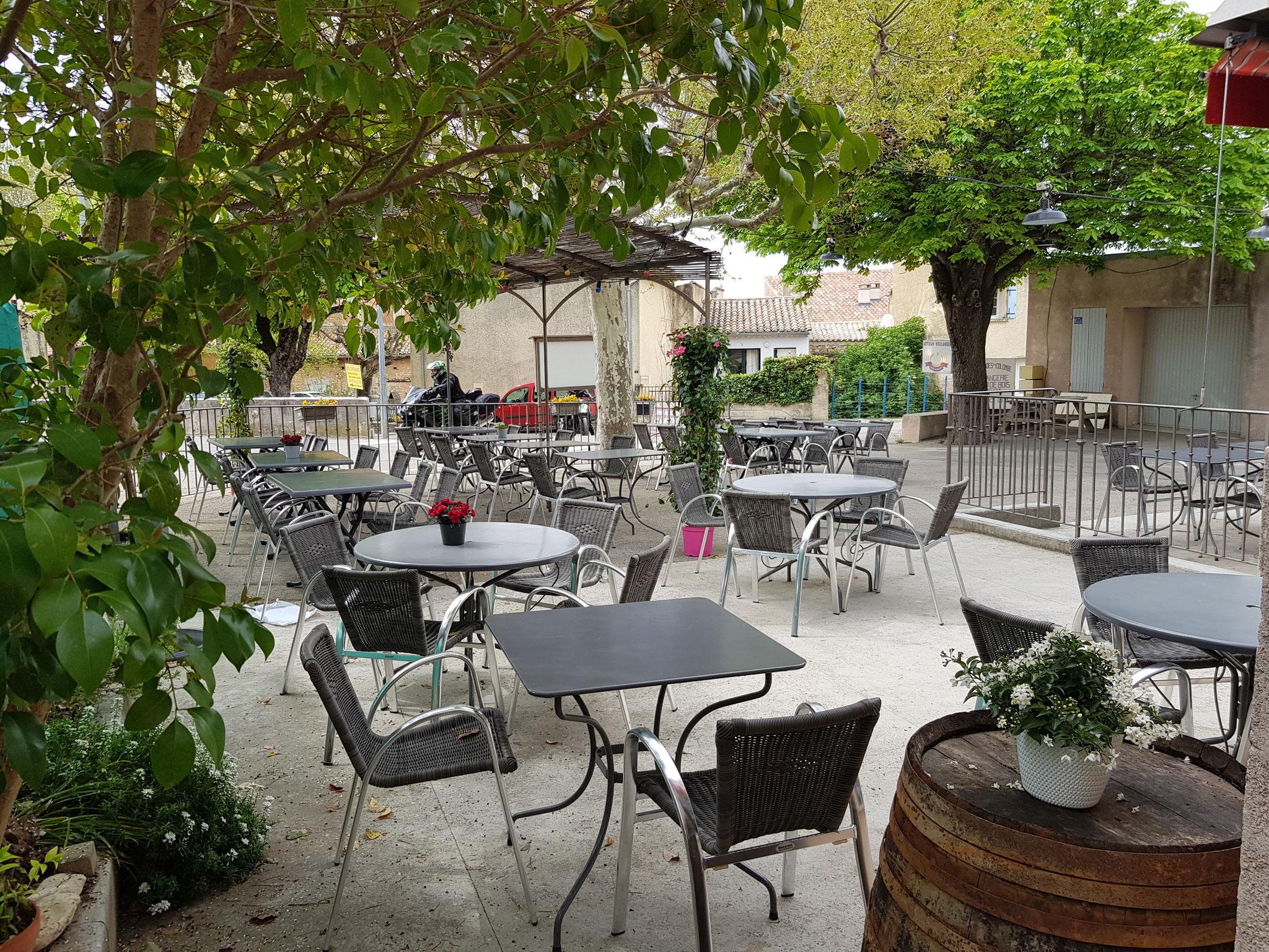 terrasse Hôtel pension restaurant le Guintrand au pied du mont Ventoux Bedoin Vaucluse