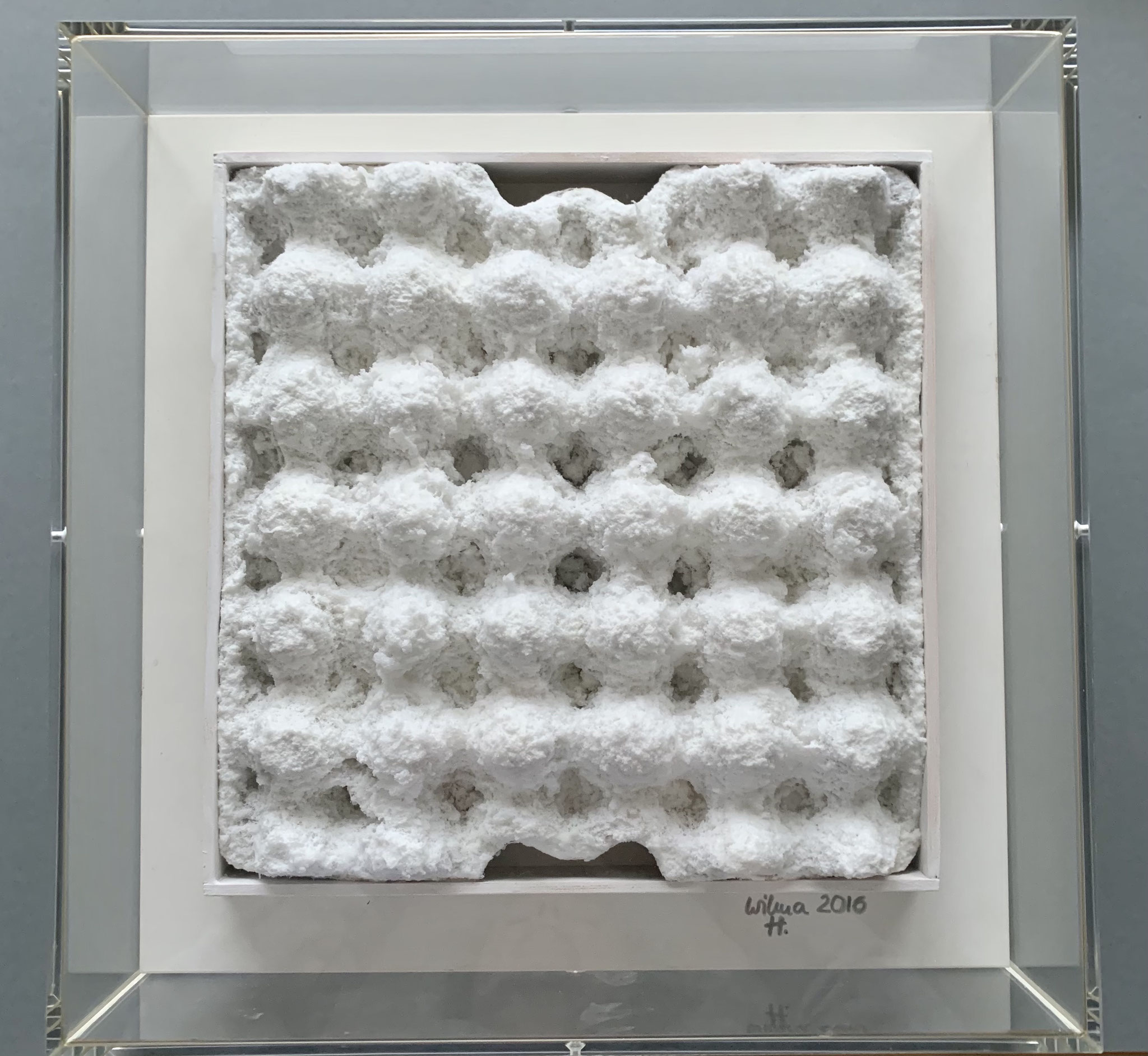 kissen1 | cellulose a karton | 32x32cm acrylkasten 40x40cm | 2016