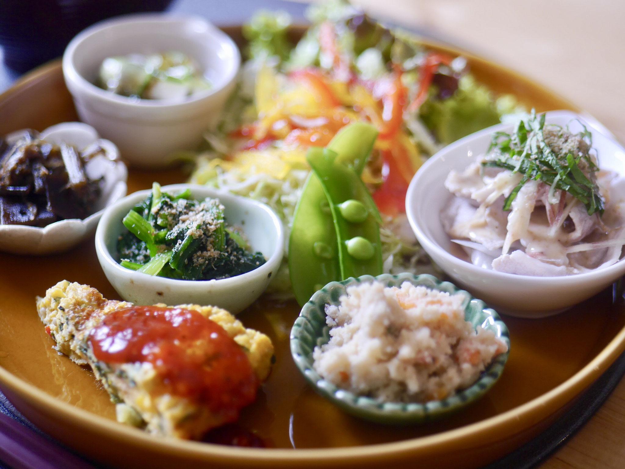 ナカリンCafeの和食ランチ、彩りを考えたお野菜たっぷりで、時には30品目越えの日も。。。