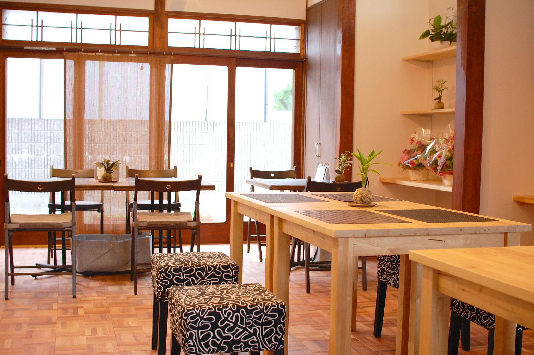 ランチ&カフェは定休日の日曜を除く月火水木金土曜日です。