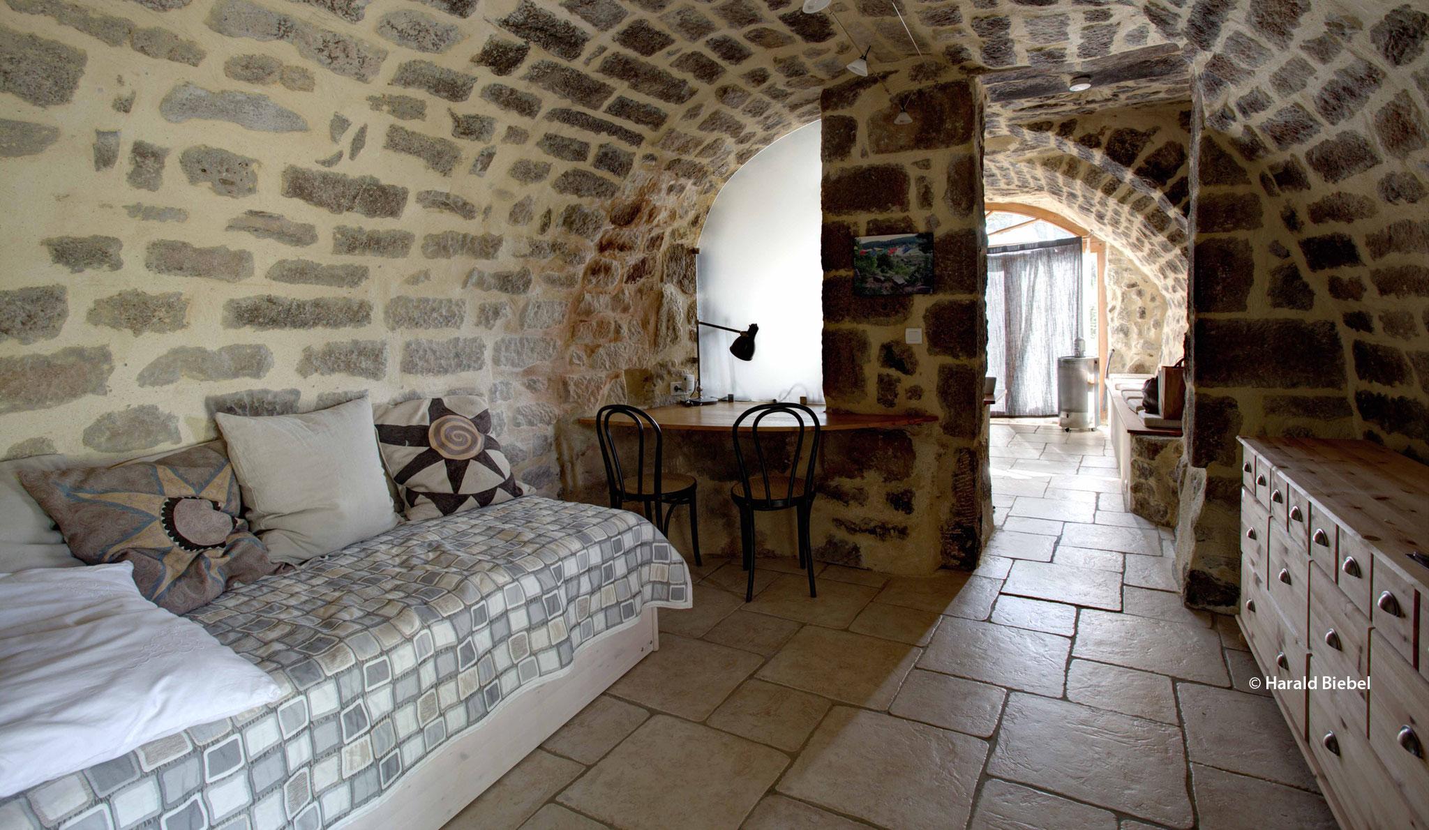 Durchgangsschlafzimmer mit ausziehbarem Bett 2x 90 cm auf zwei Ebenen, keine Tür zum benachbarten großen Schlafzimmer