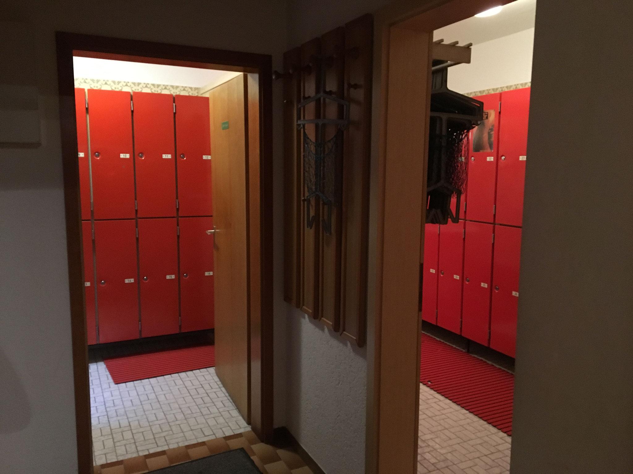 Umkleideräume getrennt für Damen und Herren