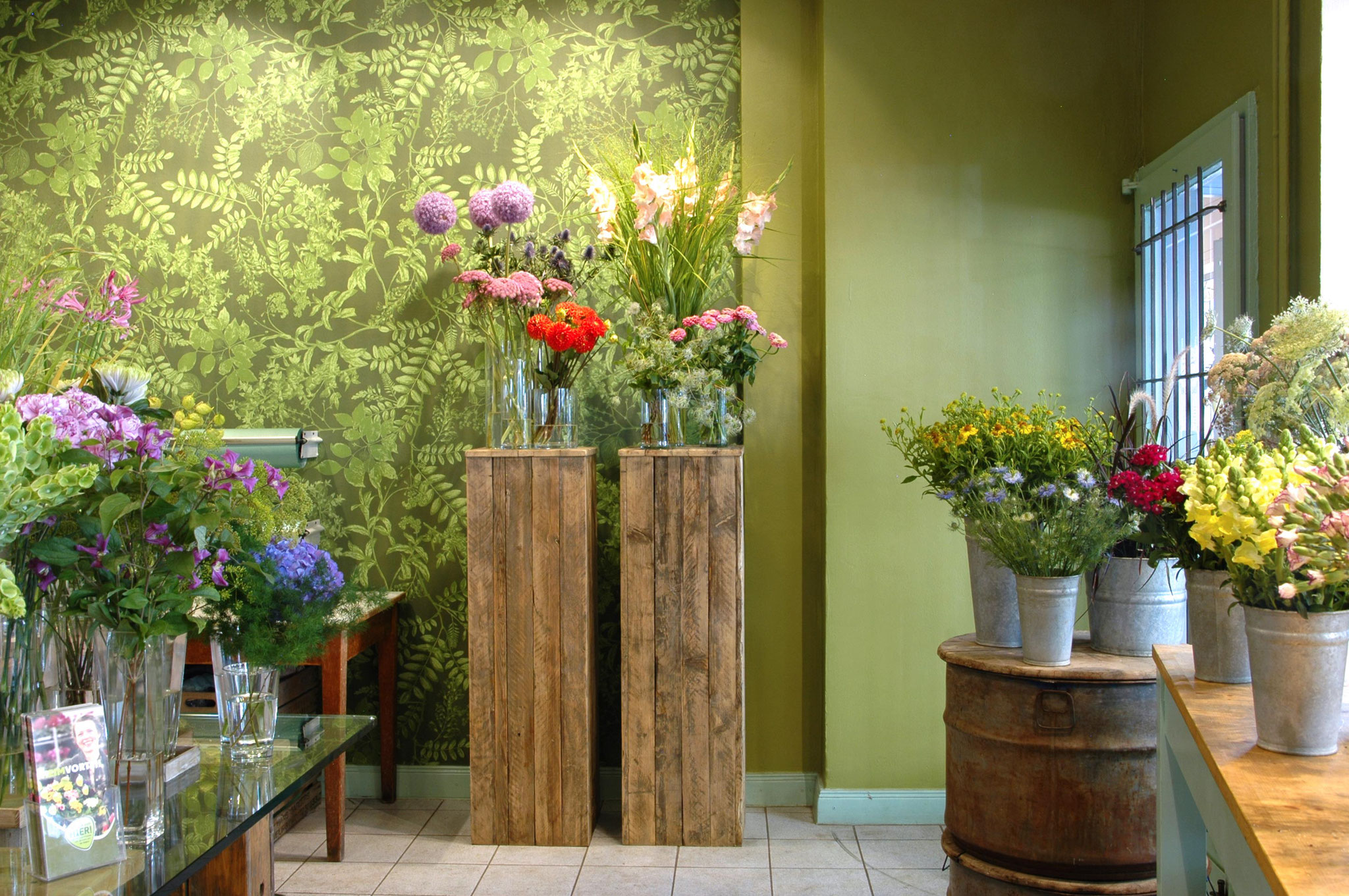 Flower Shop Design / green wallpaper with leaves