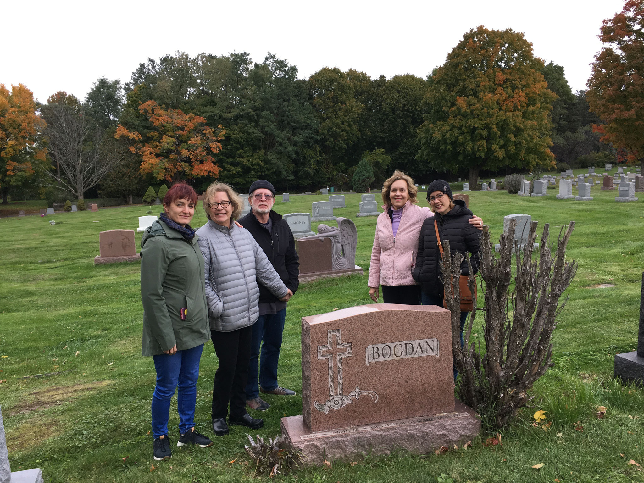 Wendy Barner, Jan, Jerry, Lorraine & Emily Barner at the Bogden Grave, Oct. , 2018