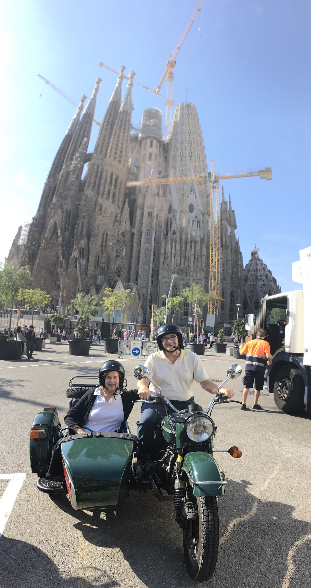 Lorraine & John in front of La Sagrada Familia